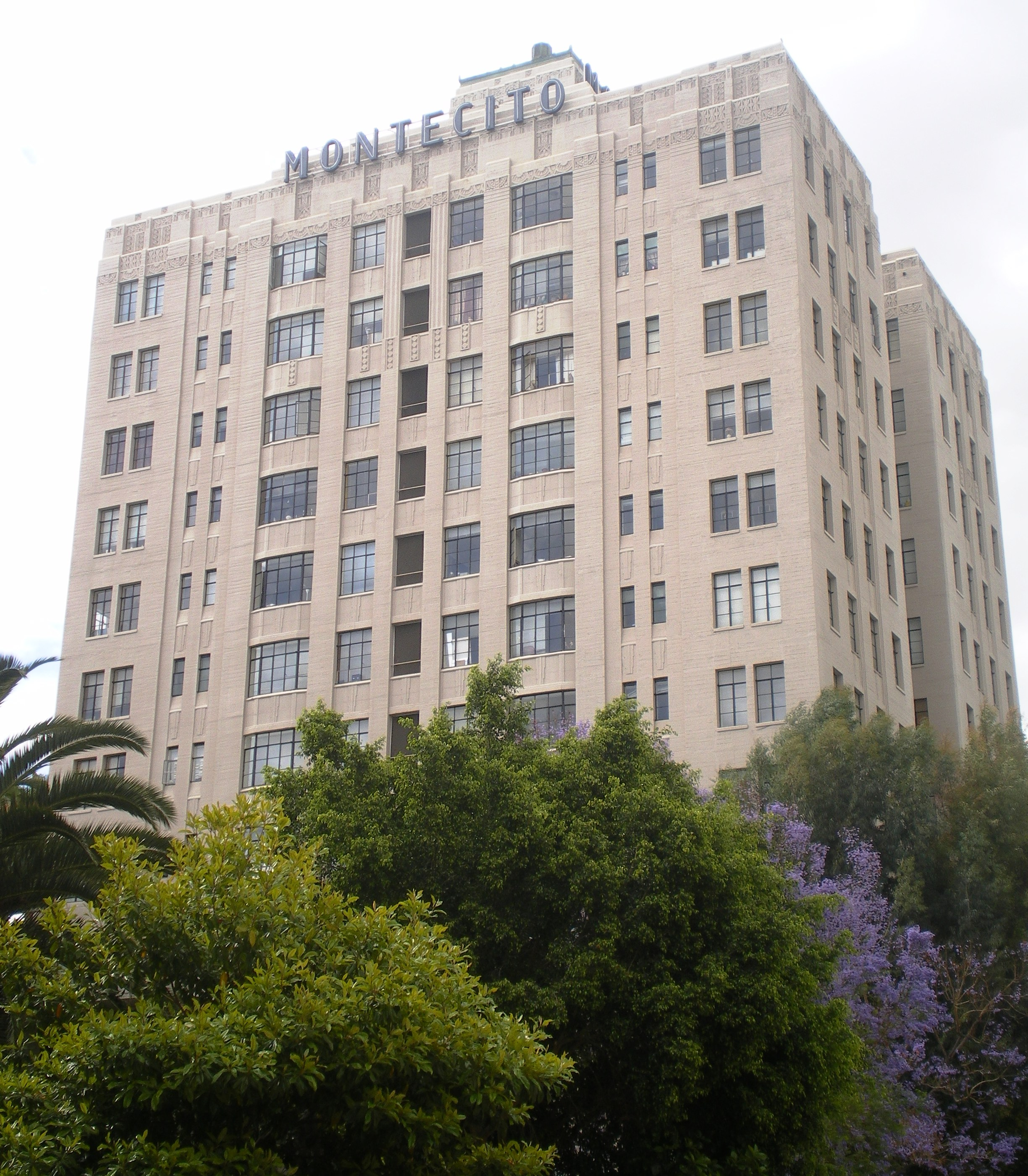 The Montecito Apartments Woodland Hills