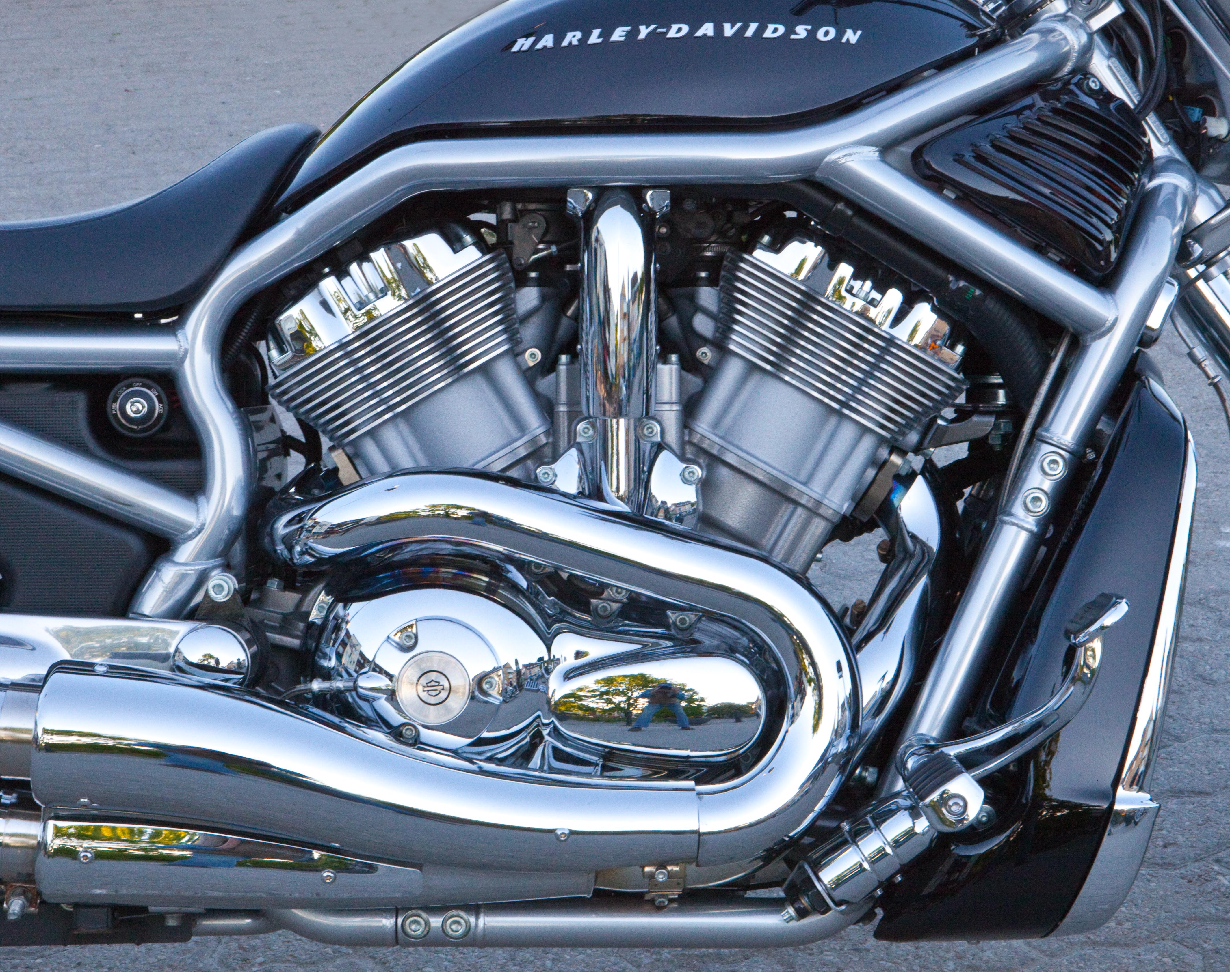 Description motorcycle engine 2012