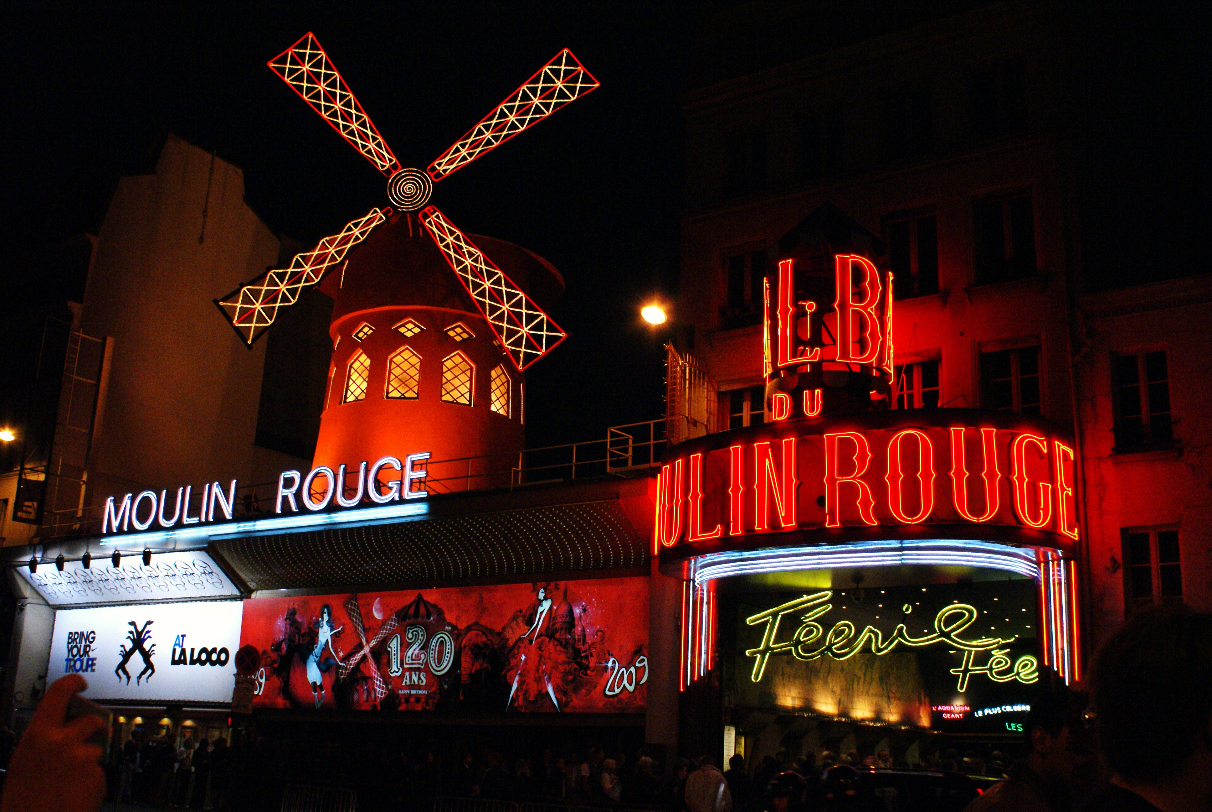 File:Moulin-Rouge01.JPG - Wikimedia Commons