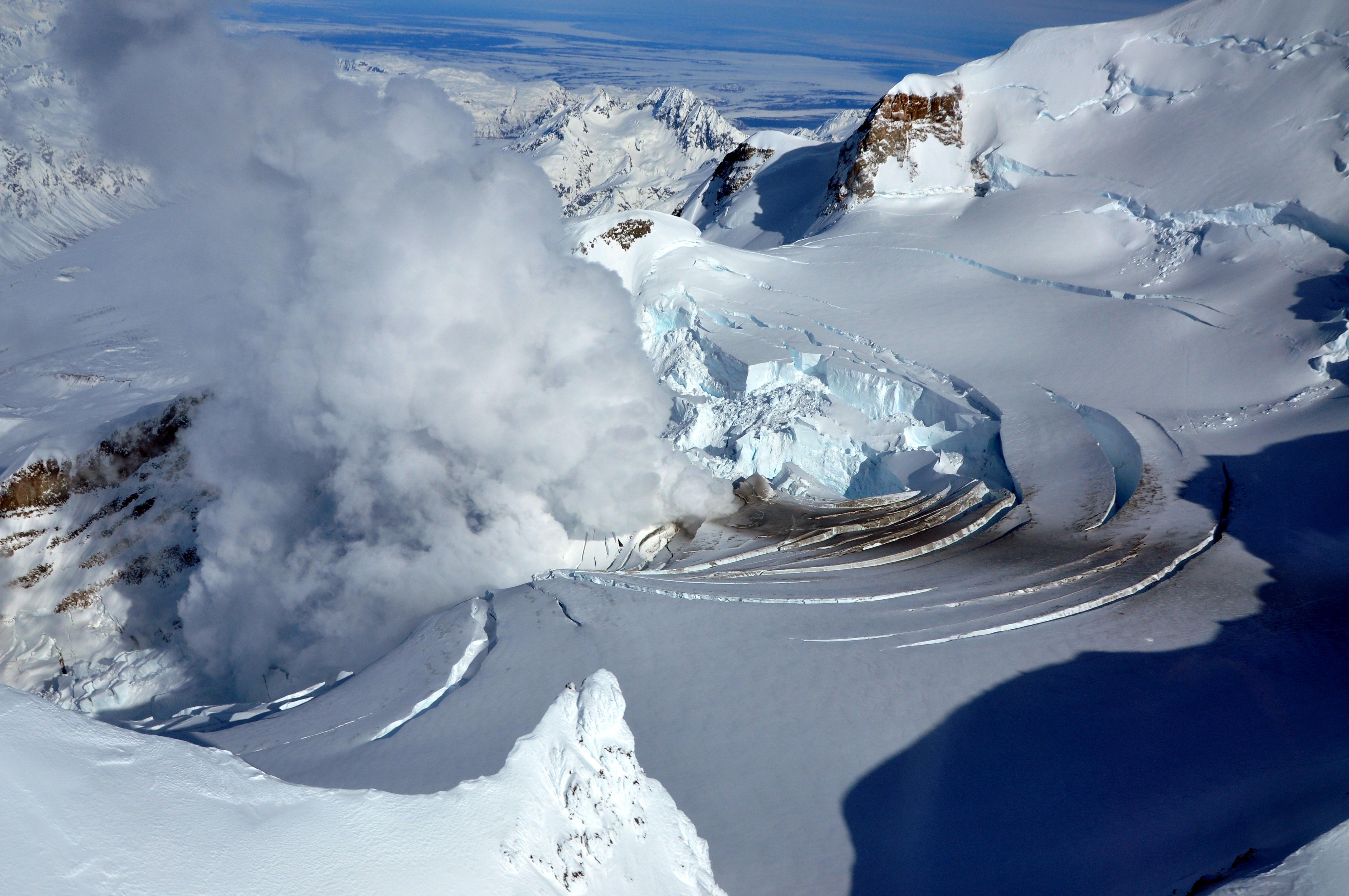 Fumarola en el Monte Redoubt, Alaska.