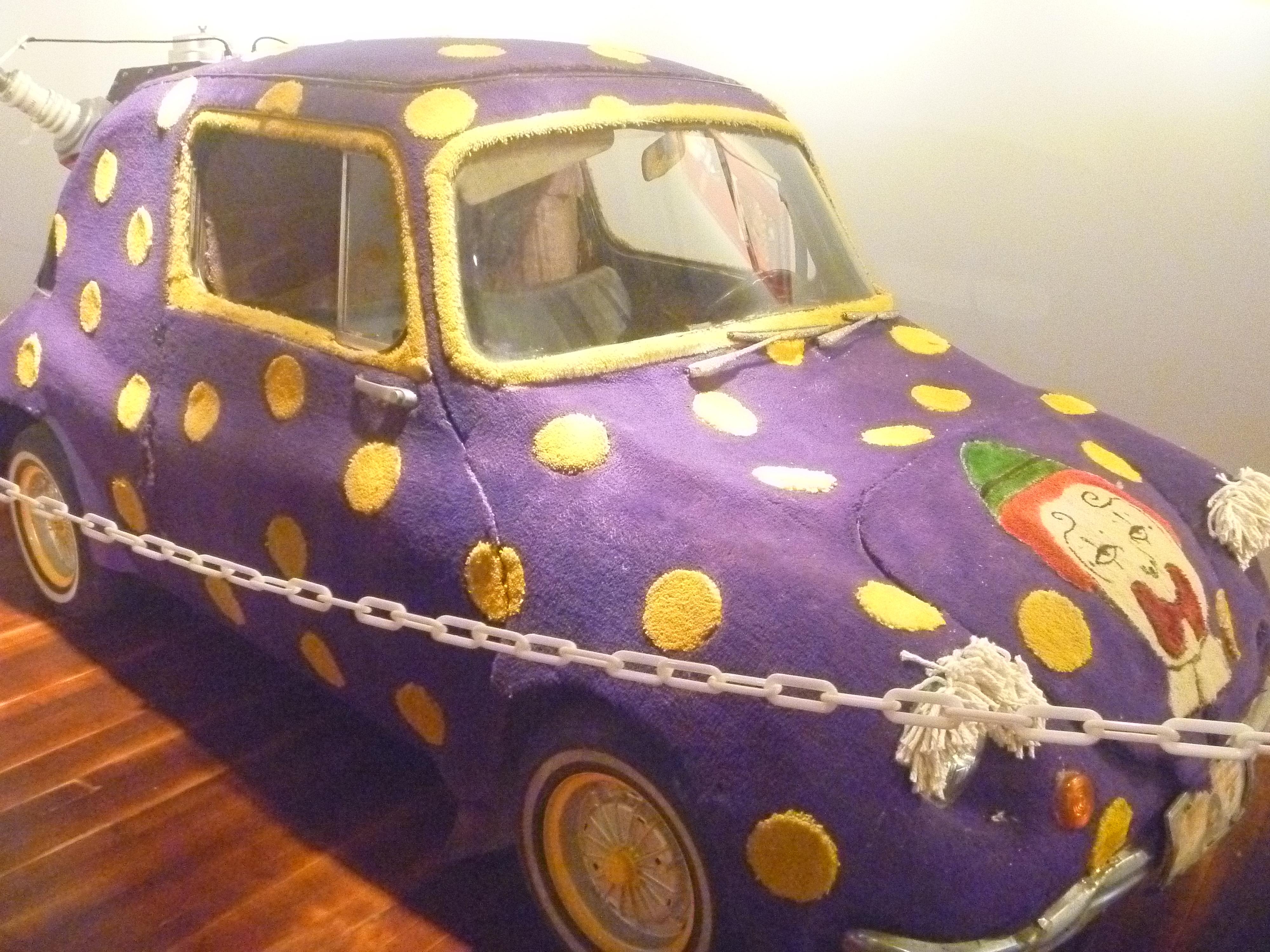 Old_Circus_World_Clown_Car.jpg