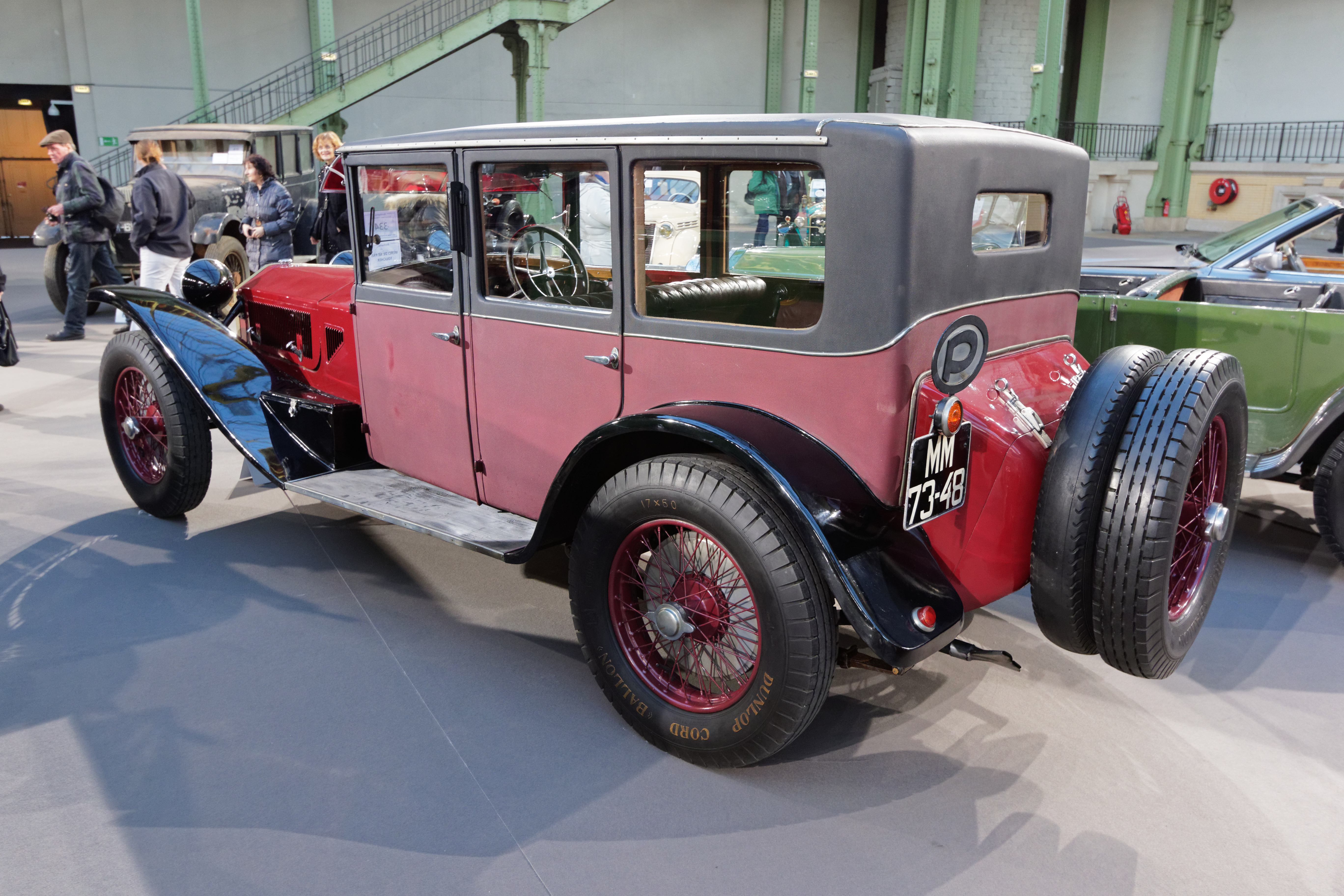 https://upload.wikimedia.org/wikipedia/commons/6/65/Paris_-_Bonhams_2015_-_Lancia_Lambda_7th_Series_Weymann_Limousine_-_1928_-_005.jpg