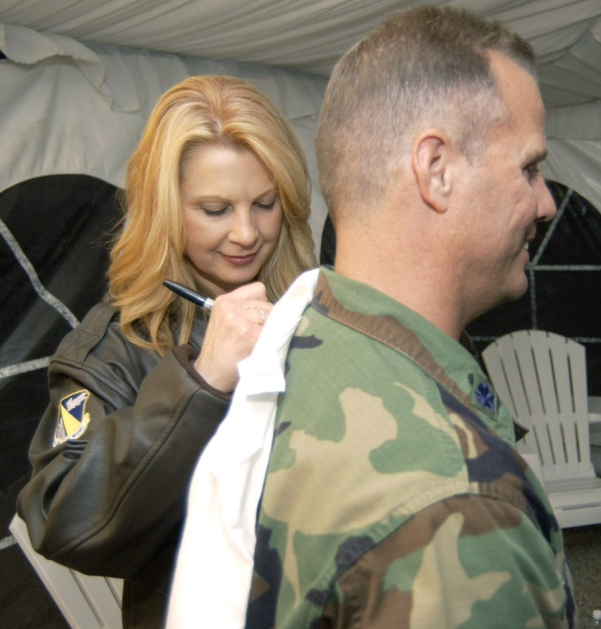 http://upload.wikimedia.org/wikipedia/commons/6/65/Patty_Loveless_signing_shirt.jpg