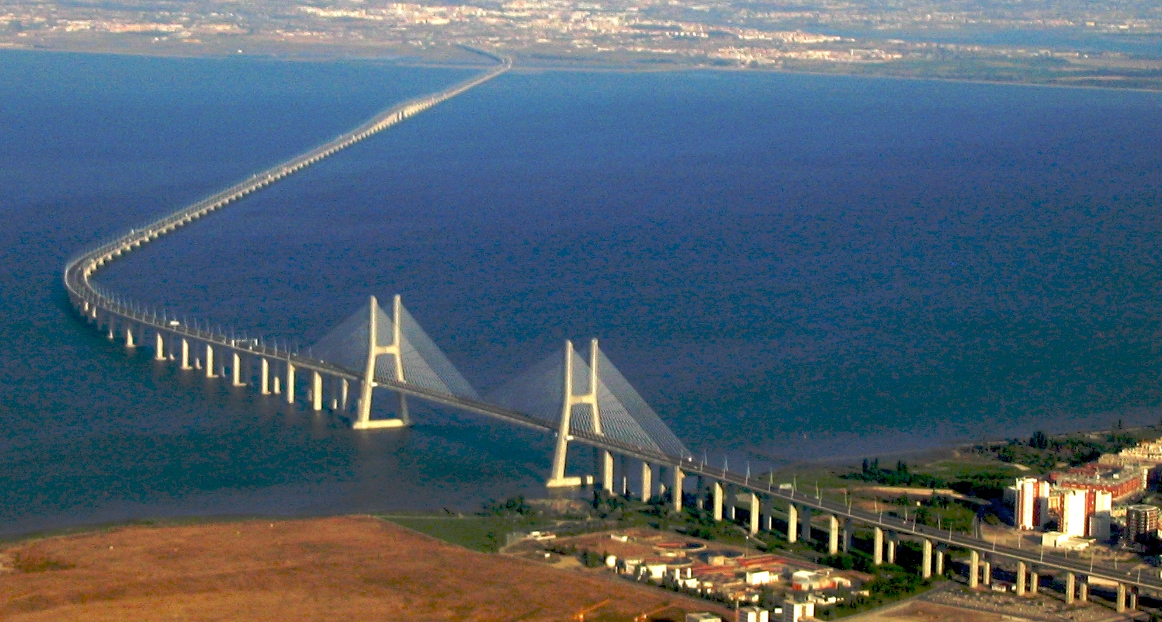 http://upload.wikimedia.org/wikipedia/commons/6/65/Ponte_Vasco_da_Gama.jpg