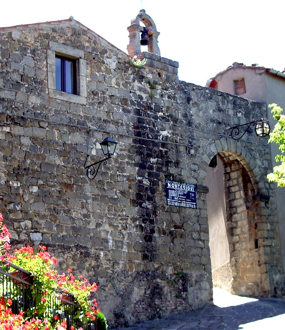 Porta Montegiovi (GR).JPG