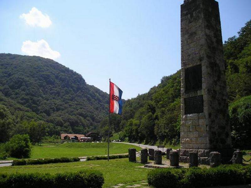 File Risvica Spomenik Hrvatskoj Himni Panoramio Jpg