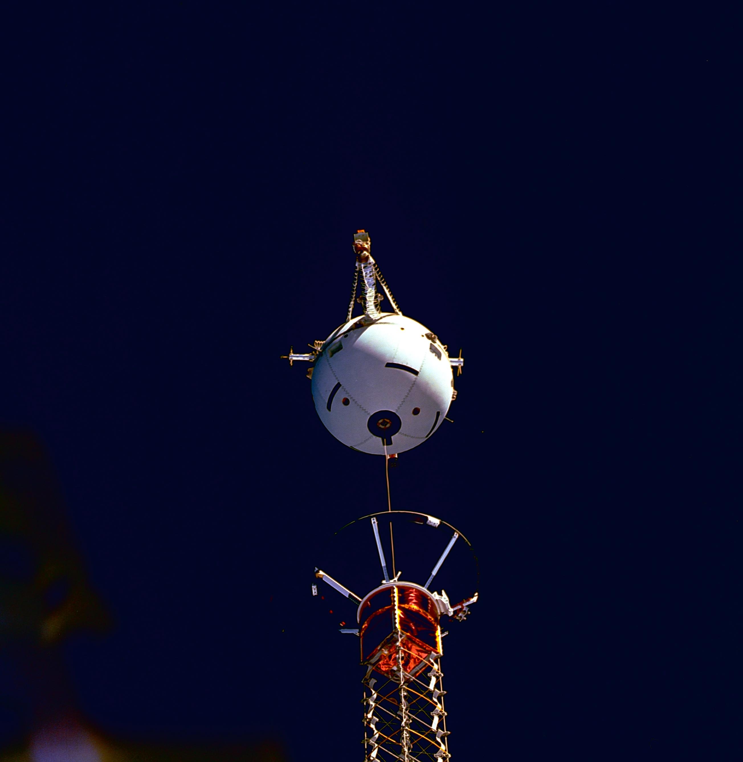 Die Erde, in der wir leben und der Raum, der die Welt ist - Seite 29 STS-75_Tethered_Satellite_System_deployment