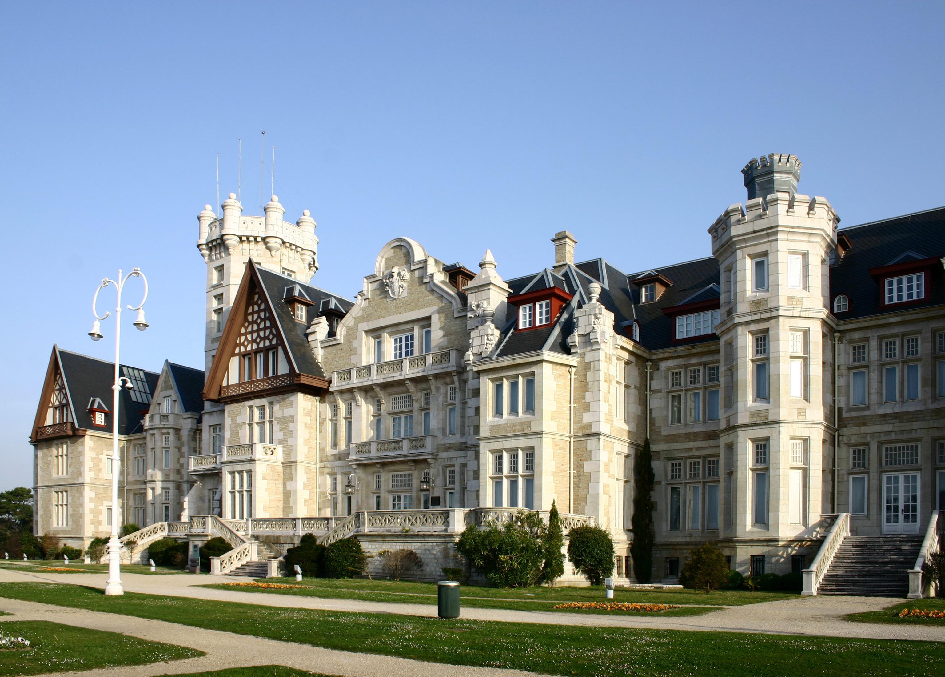Grand Hotel  Tv Series
