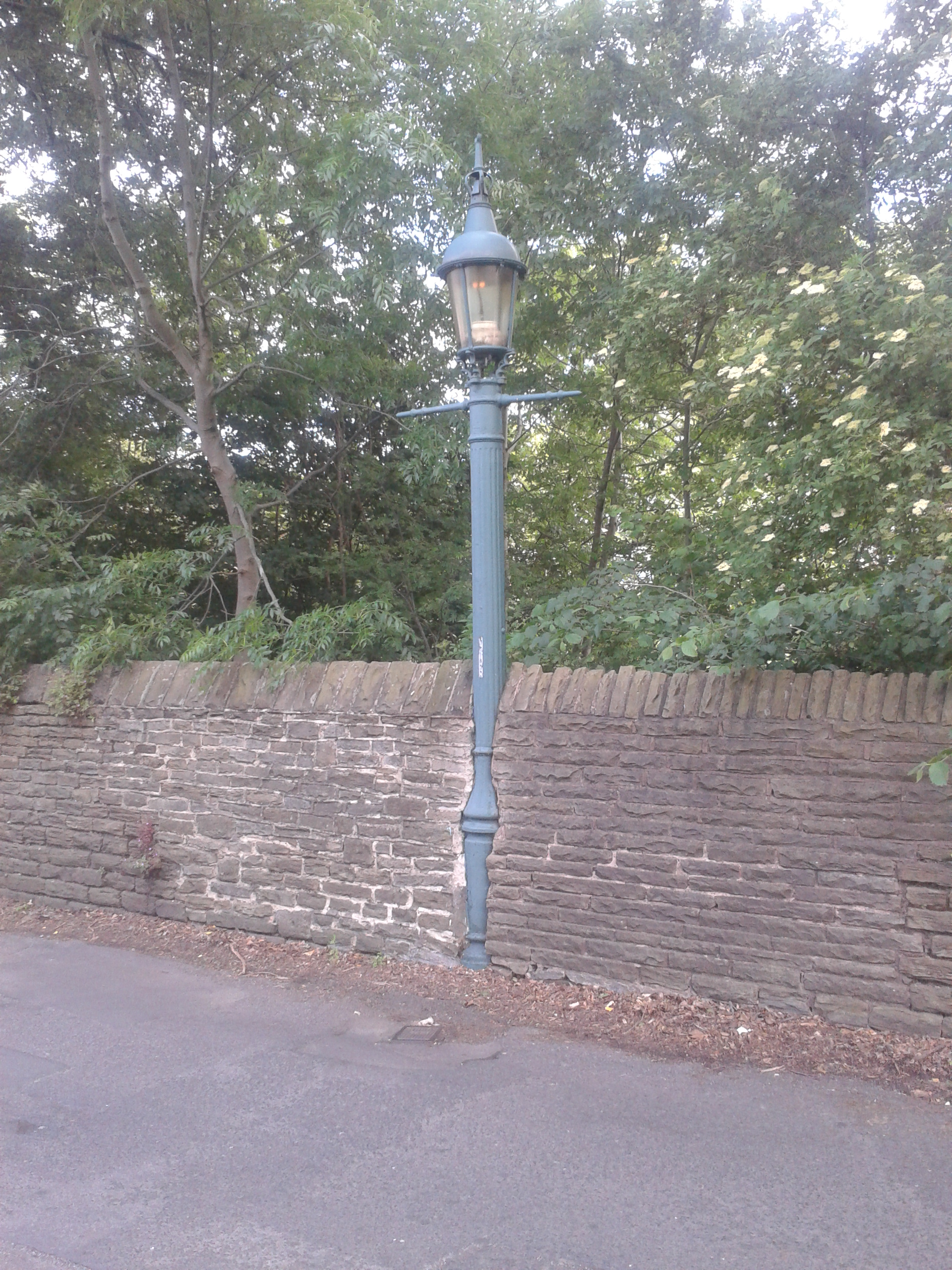 File:Sewer Gas Lamp, Brincliffe Edge Road.jpg