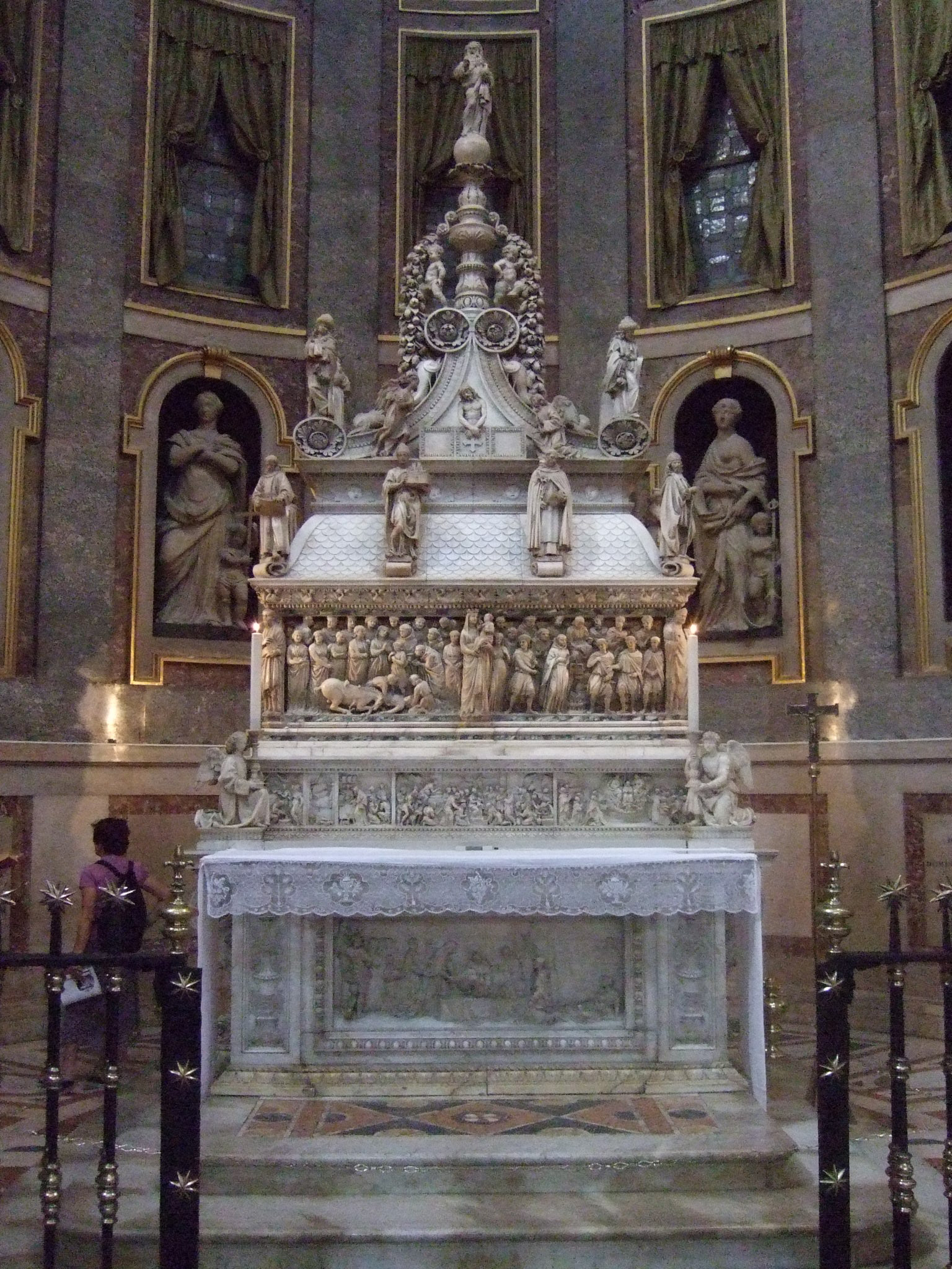 http://upload.wikimedia.org/wikipedia/commons/6/65/Shrine_of_Saint_Dominic,.JPG