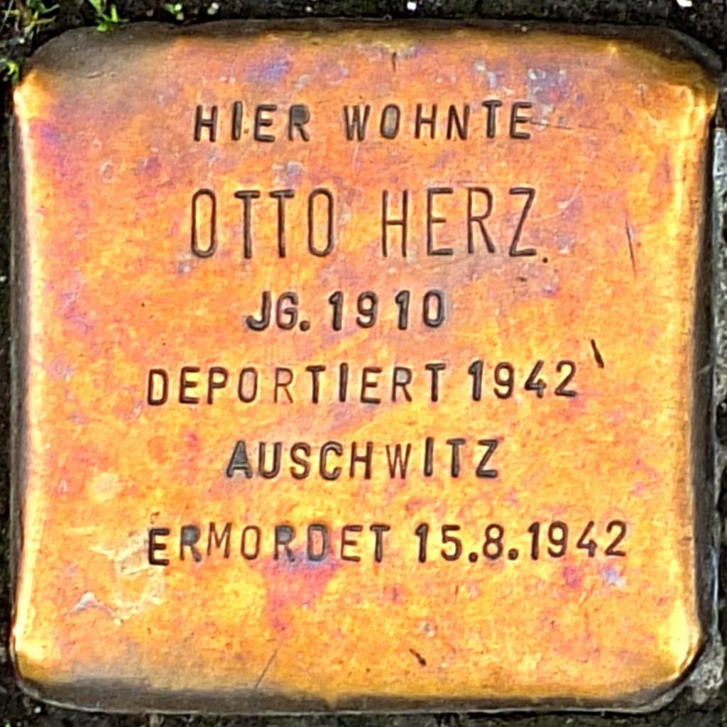 Stolperstein Otto Herz Hilden.jpg