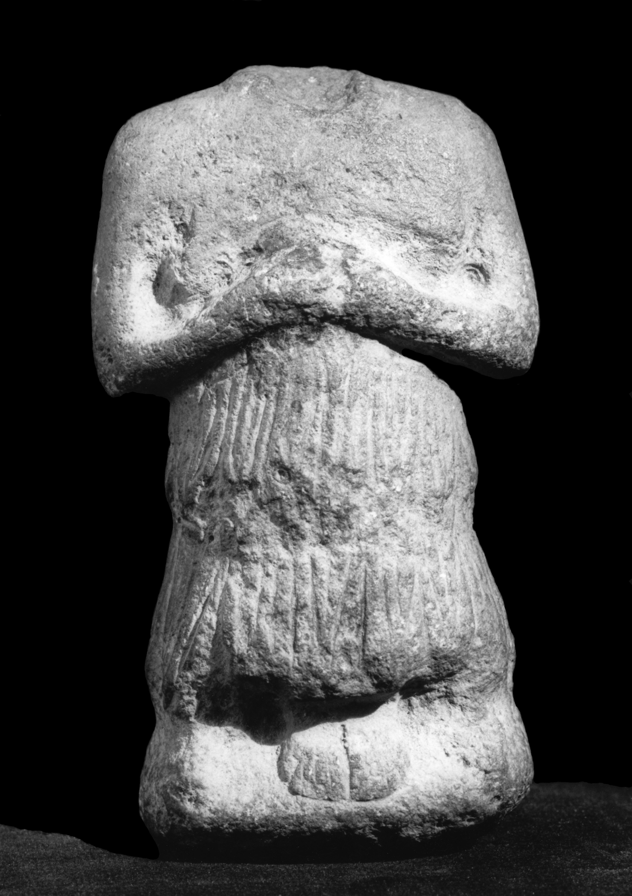 sumerian votive statues Sumerian art and architecture was  sumerian techniques and motifs were widely available because of  many of the extant figures in stone are votive statues,.