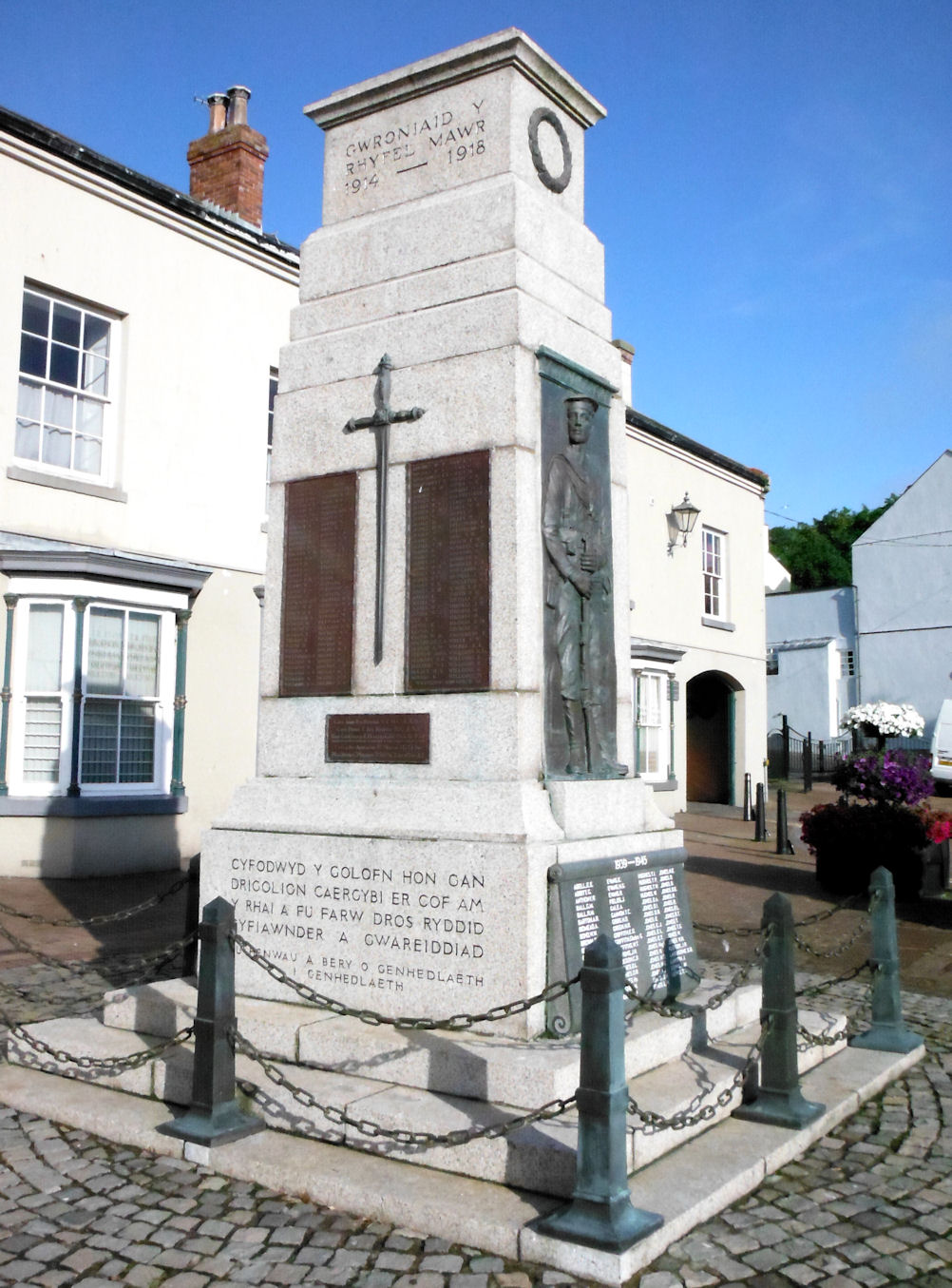 File:The Cenotaph, Holyhead, Anglesey (2).jpg