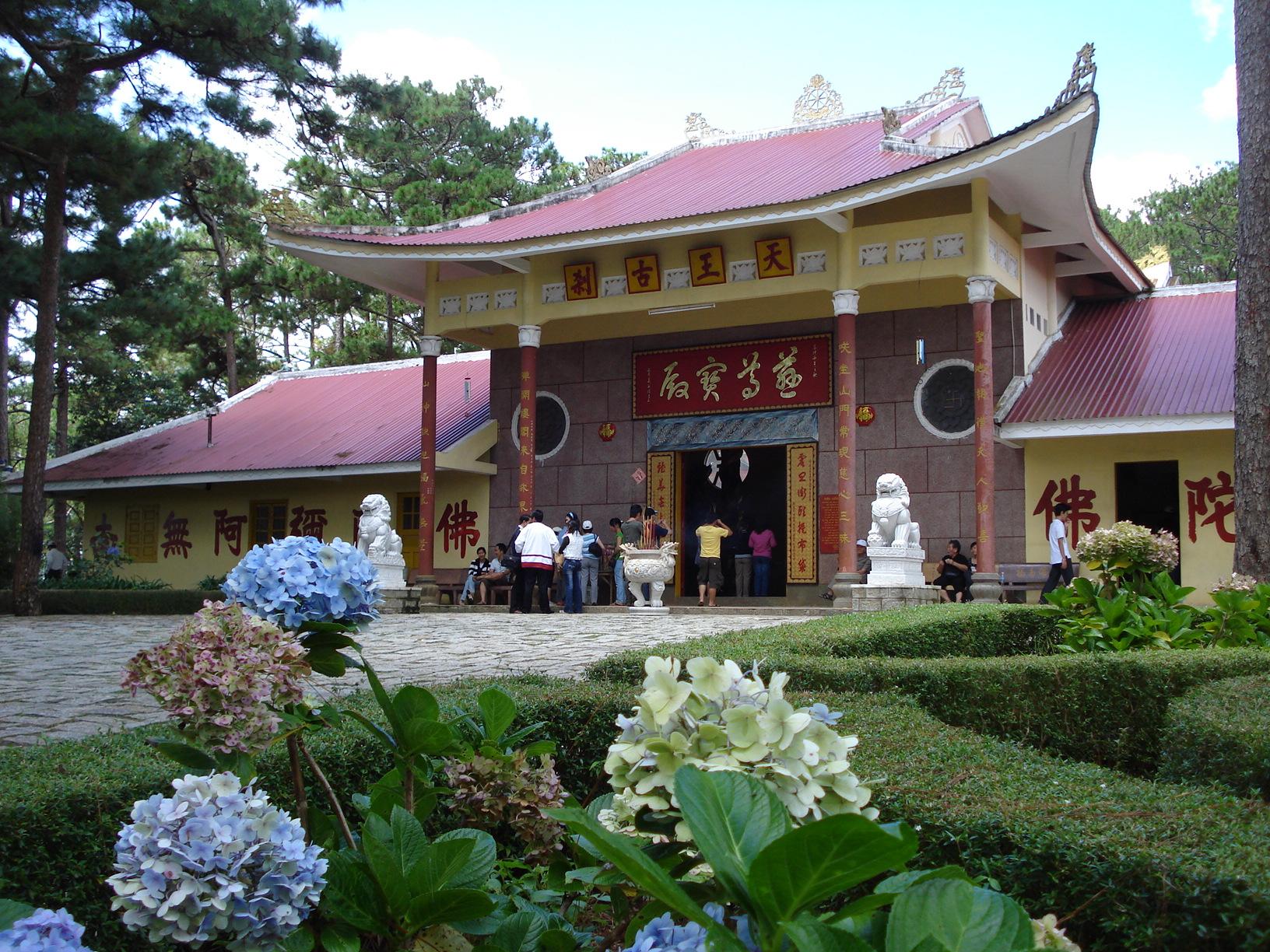 Tham quan chùa Tàu Thiên Vương Cổ Sát ở Đà Lạt