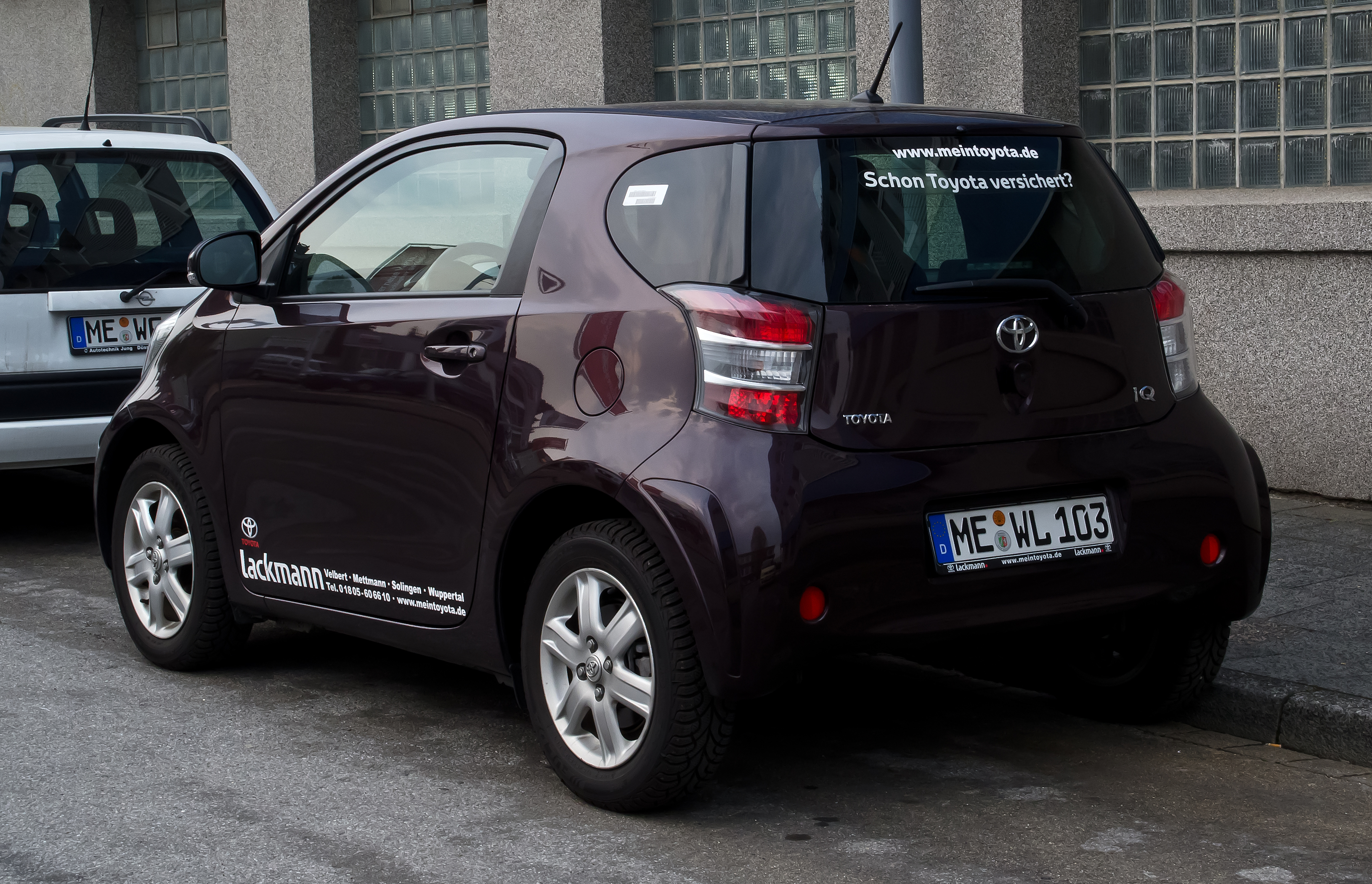 file toyota iq 1 0 heckansicht 3 april 2012 wikimedia commons. Black Bedroom Furniture Sets. Home Design Ideas