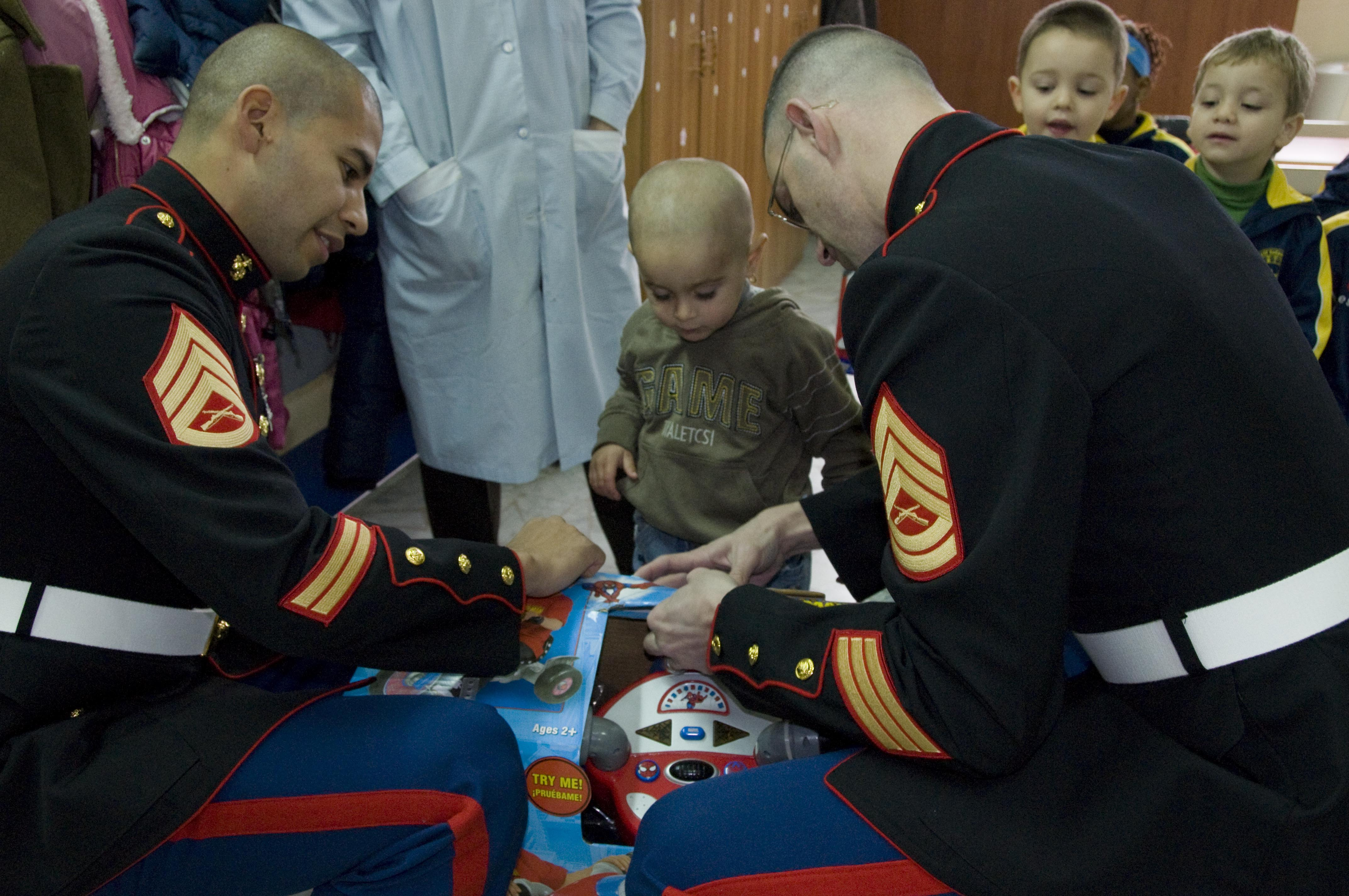 Us Marines Toys For Tots : File us navy o marines donate toys during