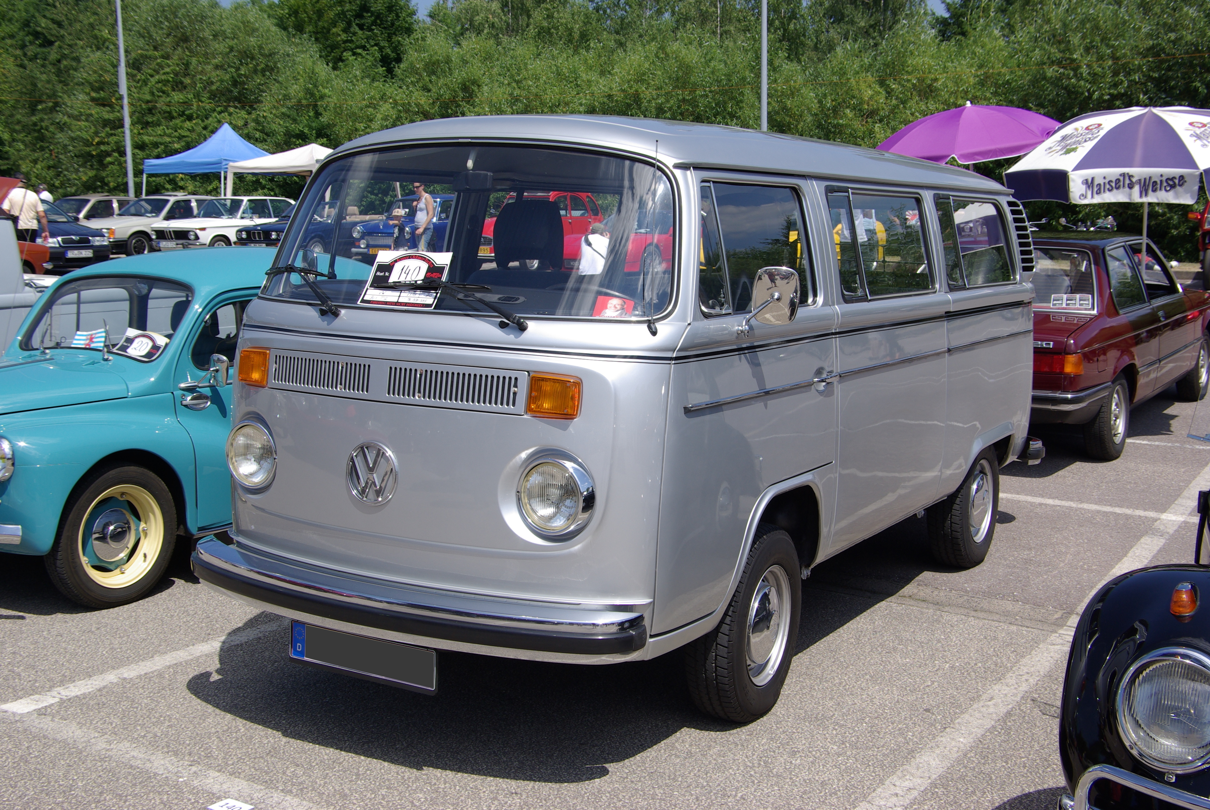 File:VW T2b Bus 2013-0...