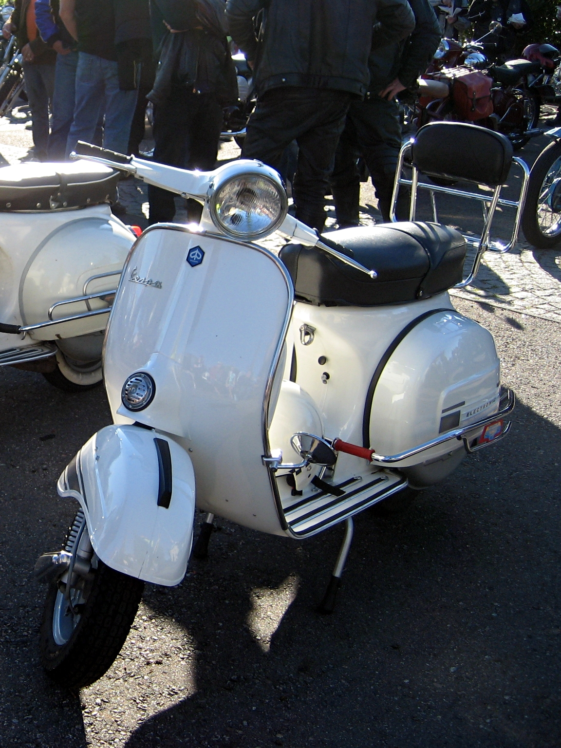 file vespa rally 200 electronic front jpg wikimedia commons. Black Bedroom Furniture Sets. Home Design Ideas