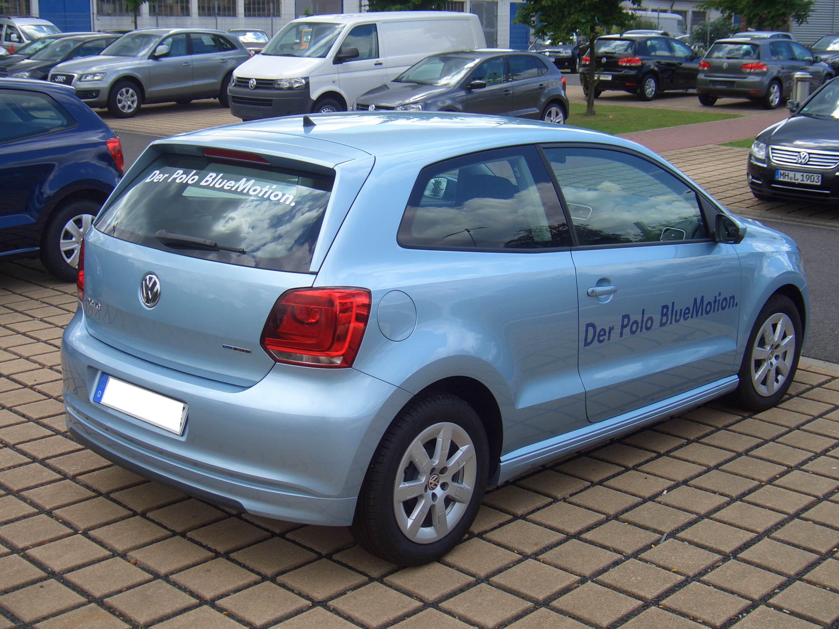 file volkswagen polo blue motion 2door 6r from 2009 backright 2011 08 07 wikimedia commons. Black Bedroom Furniture Sets. Home Design Ideas