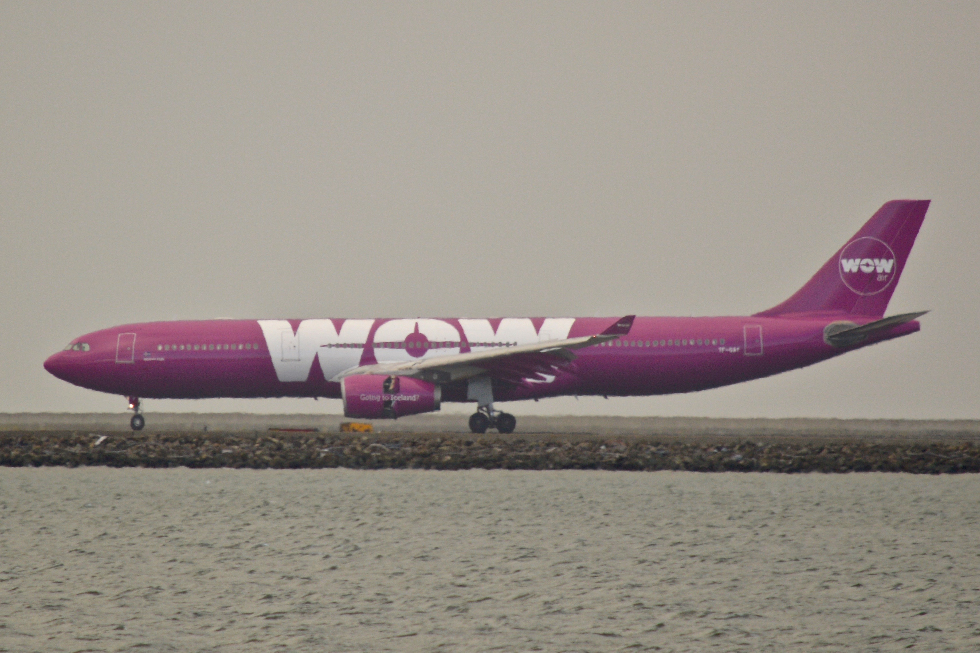 File:WOW Air, Airbus A330 Profile, Soft Light! DSC 0529