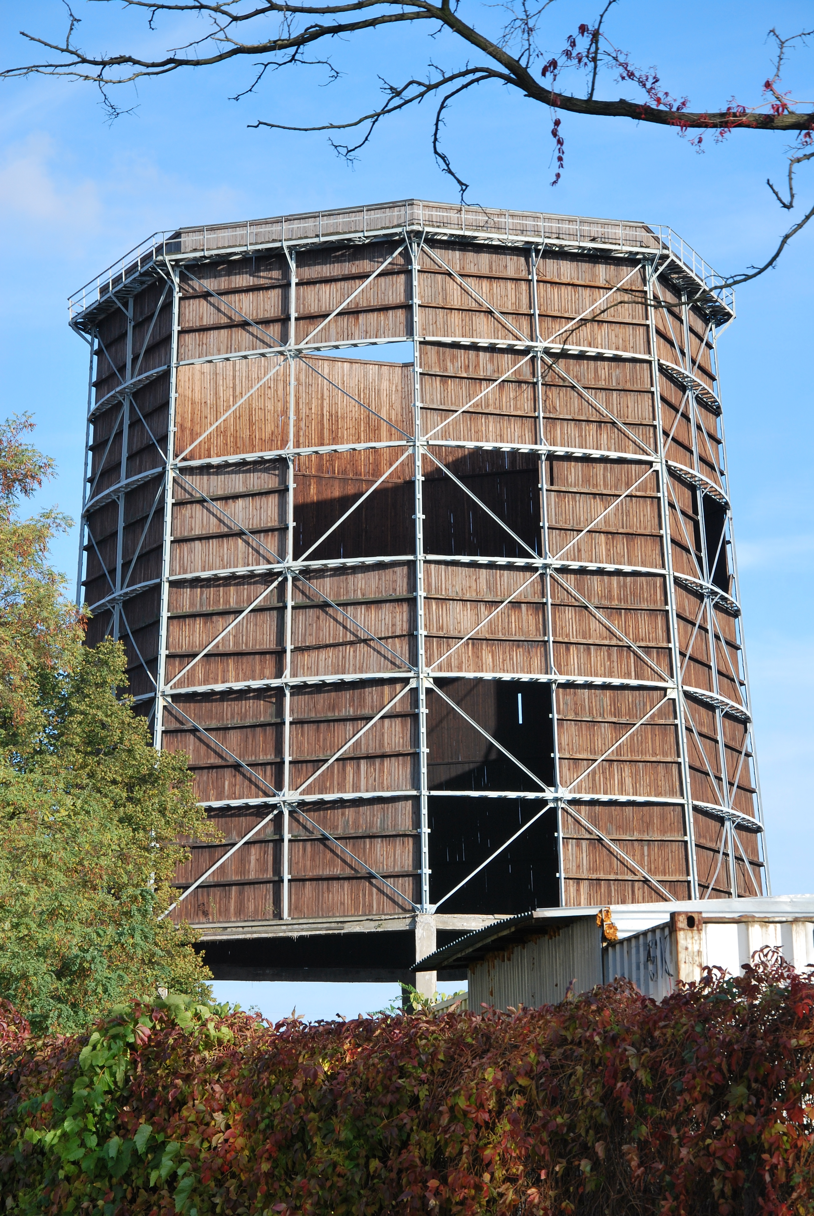 File:Wooden cooling tower, WIMA,
