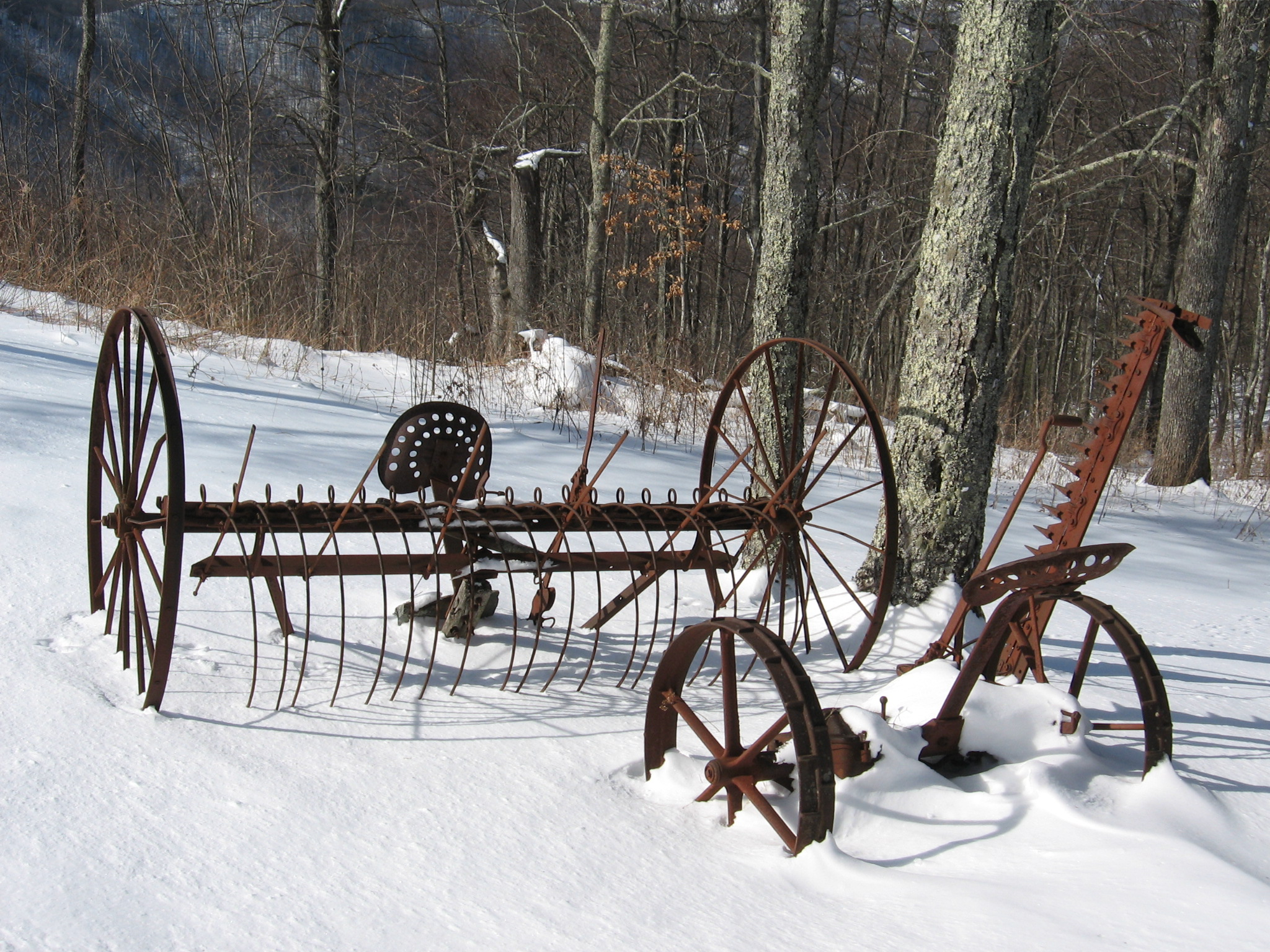 File Woody S Knob Antique Farm Equipment Jpg Wikimedia Commons