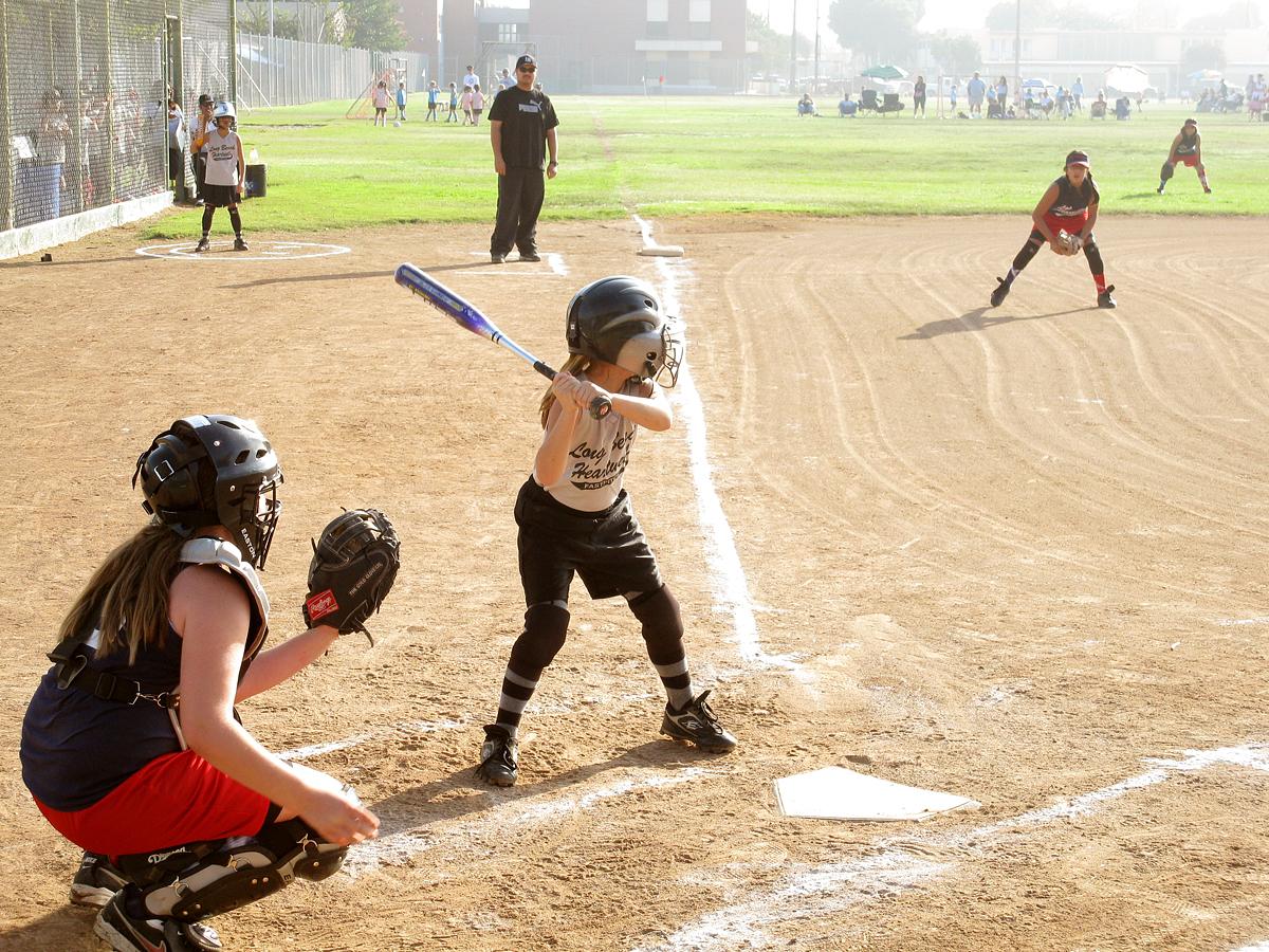Commons:Photo challeng... Girls Softball