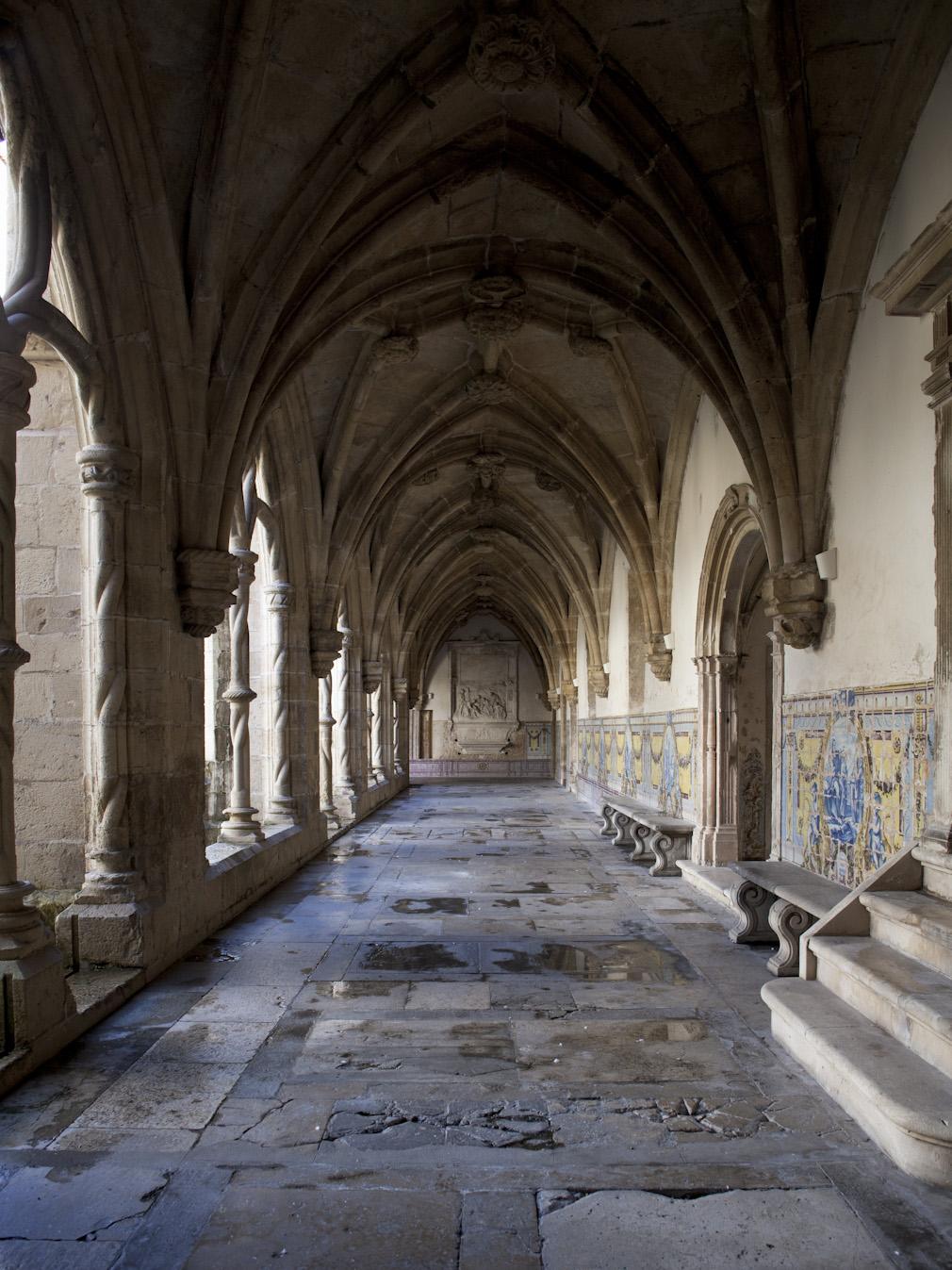 File:0 Marcos Pires Claustro do Silêncio Mosteiro de Santa Cruz ...