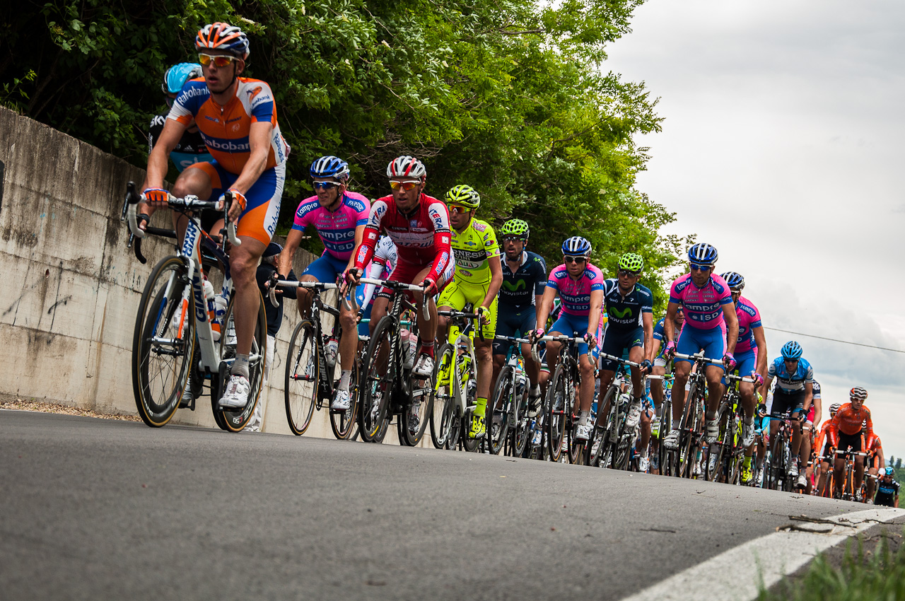 File:16 may 2012 giro d italia Peloton.jpg