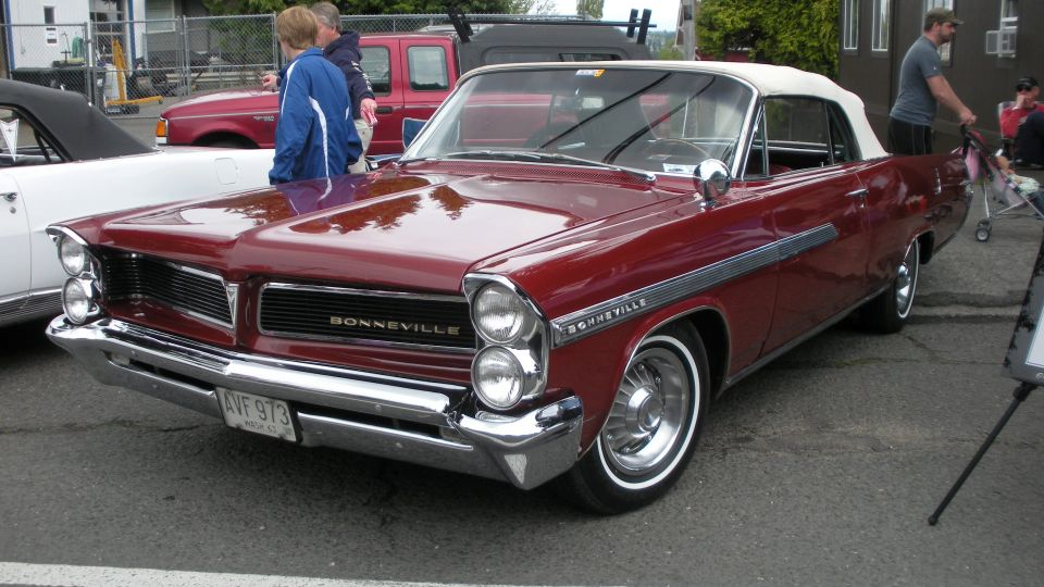 http://upload.wikimedia.org/wikipedia/commons/6/66/1963_Pontiac_Bonneville_convertible_front.jpg