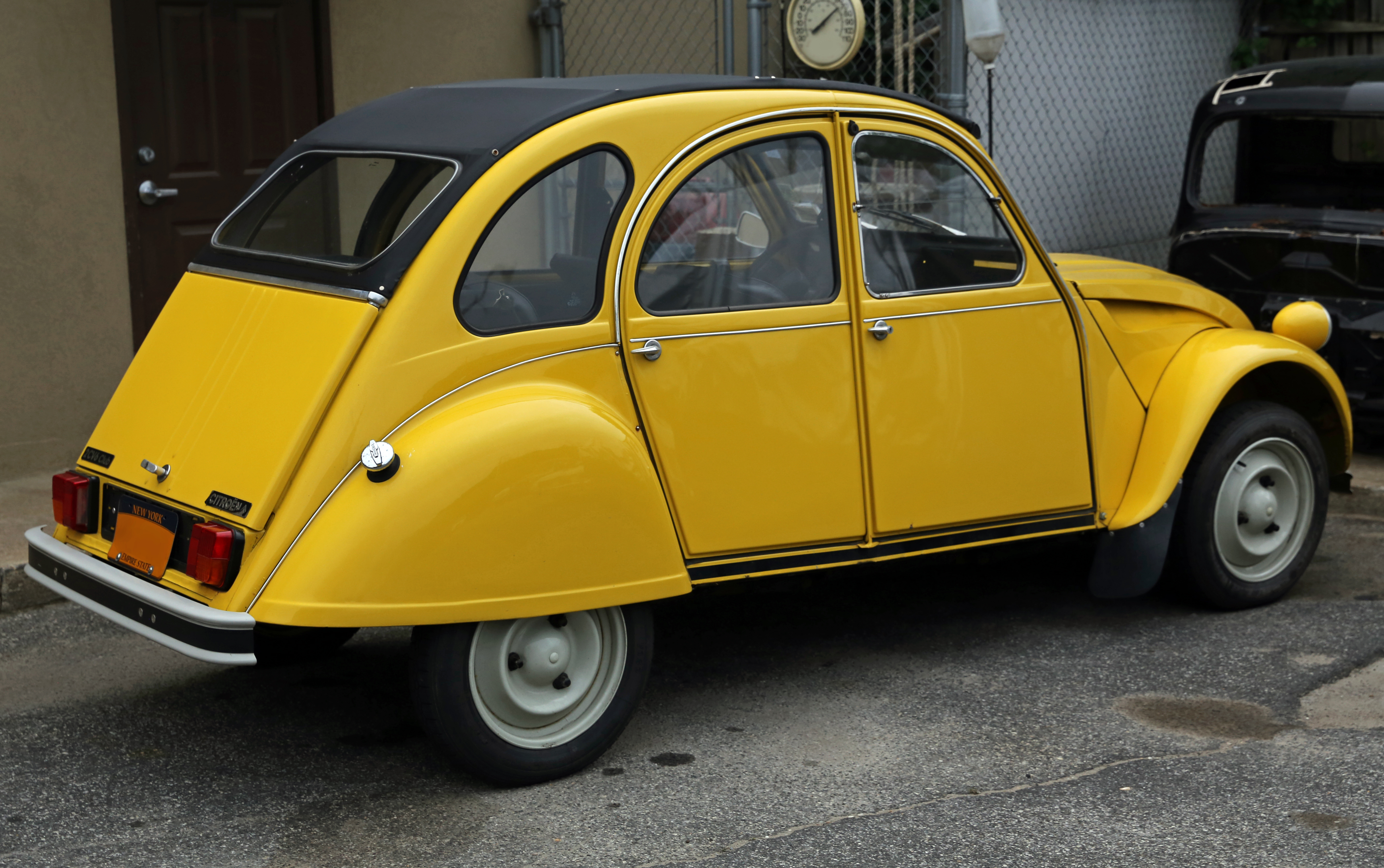 file 1984 citro n 2cv club 6 in yellow rear wikimedia commons. Black Bedroom Furniture Sets. Home Design Ideas