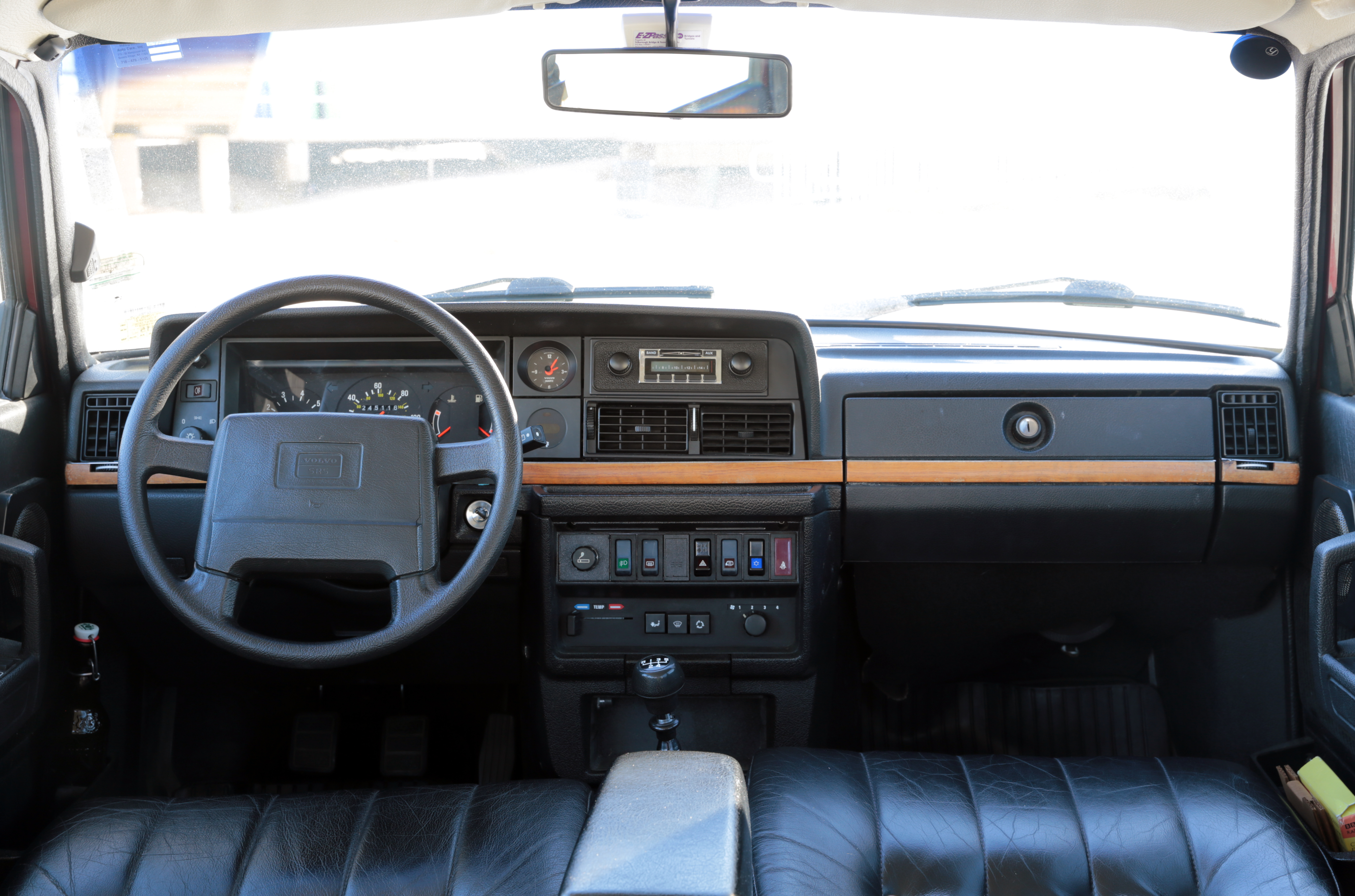 File 1993 Volvo 240 Classic Dashboard Us Jpg Wikimedia Commons