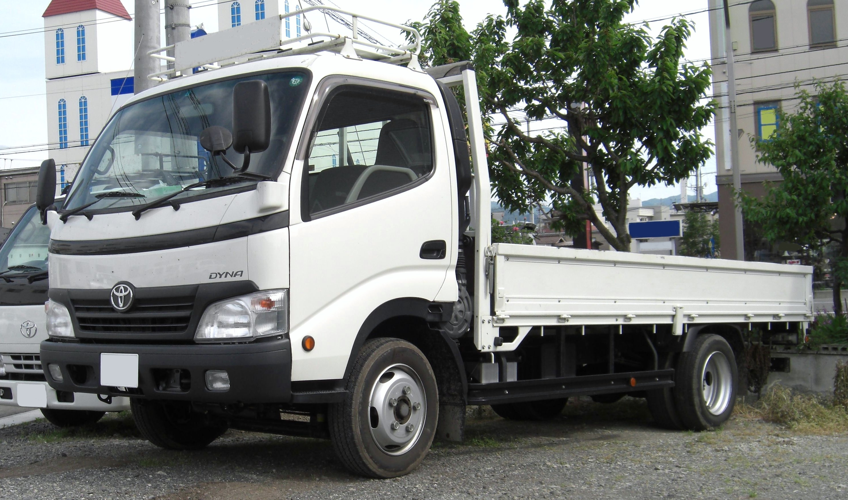 Description 2006 Toyota Dyna.jpg