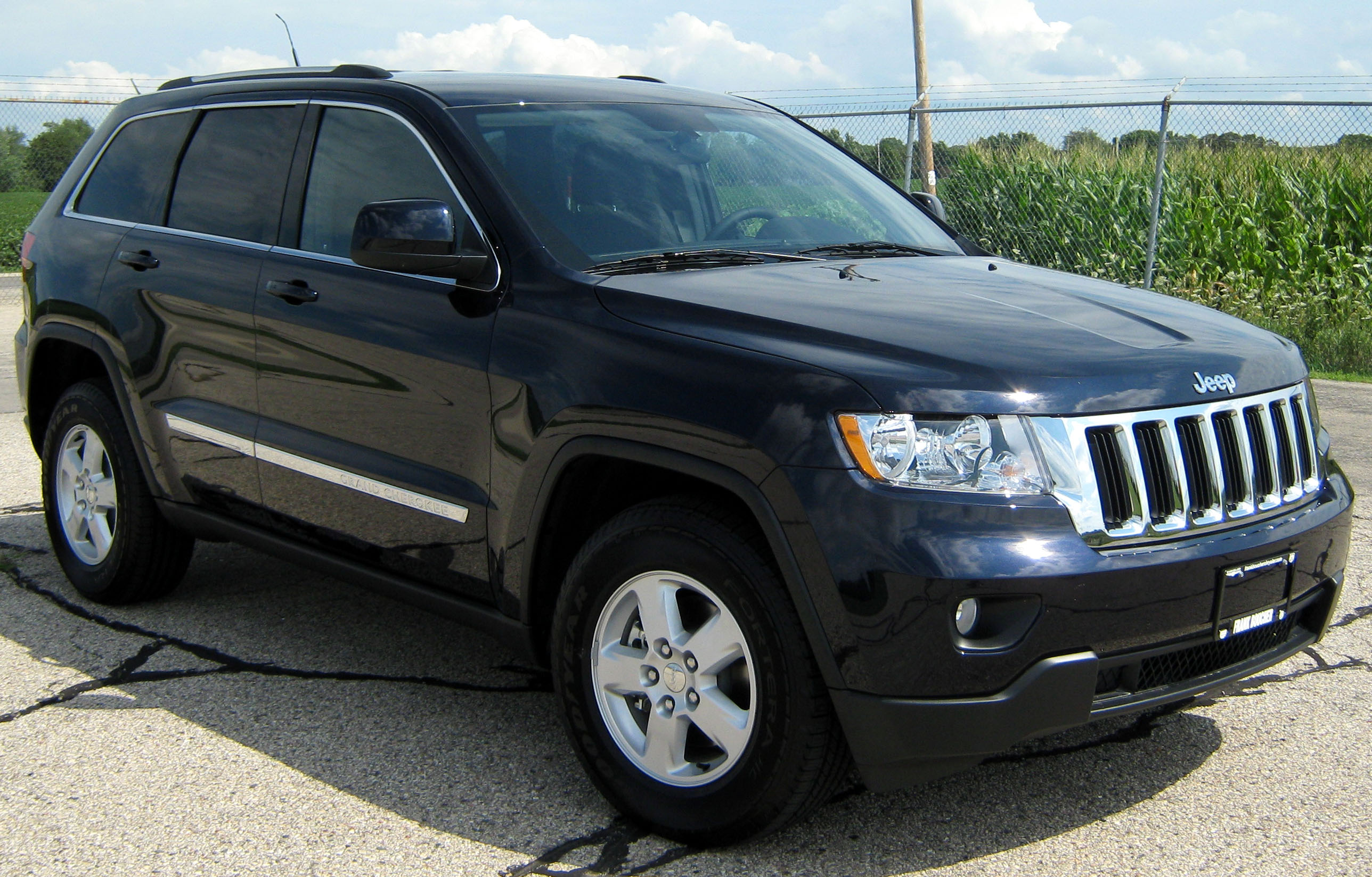 Description 2011 Jeep Grand Cherokee Laredo -- NHTSA 1.jpg