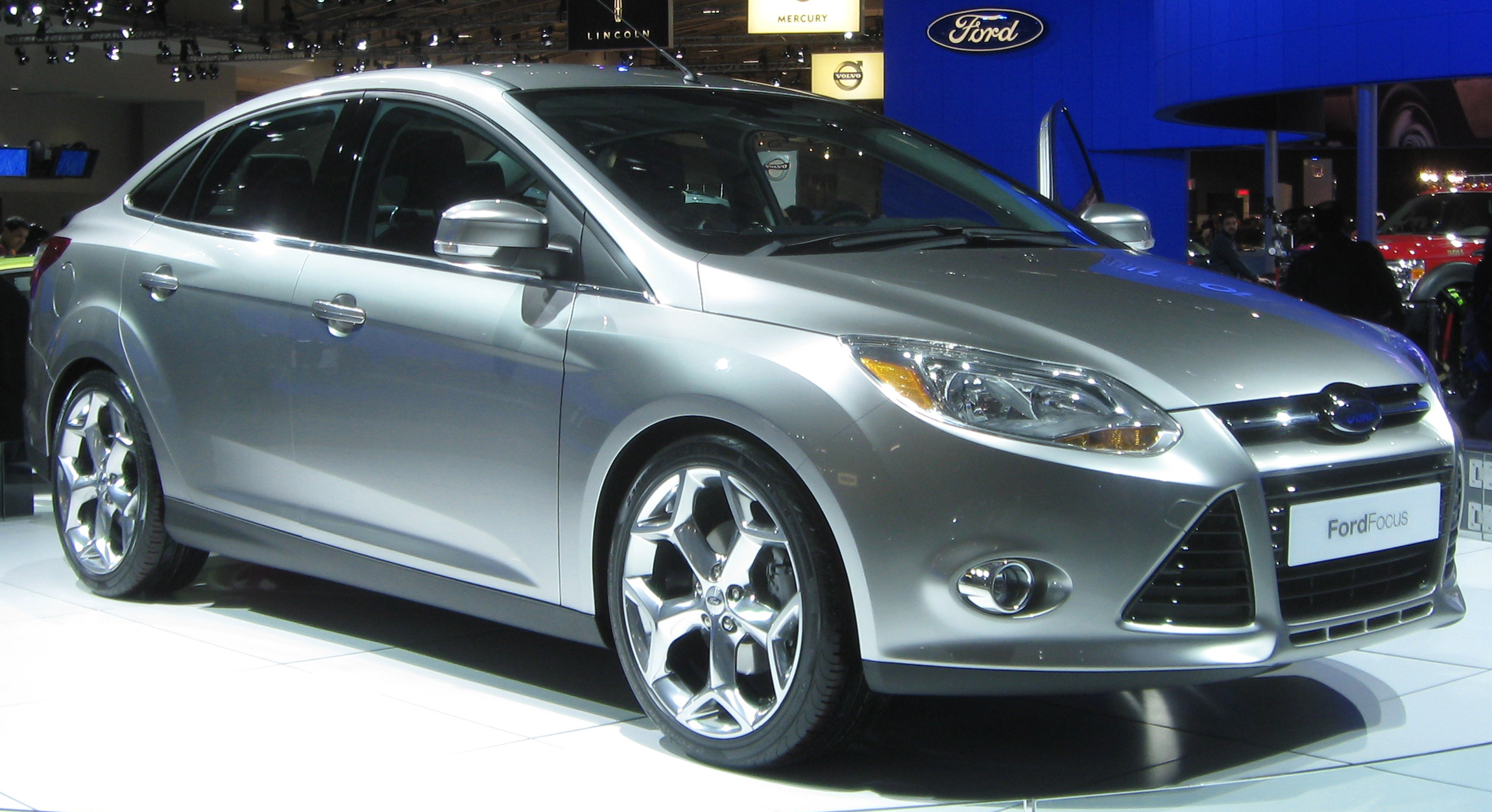 file 2012 ford focus sedan front 2010 wikimedia commons. Black Bedroom Furniture Sets. Home Design Ideas