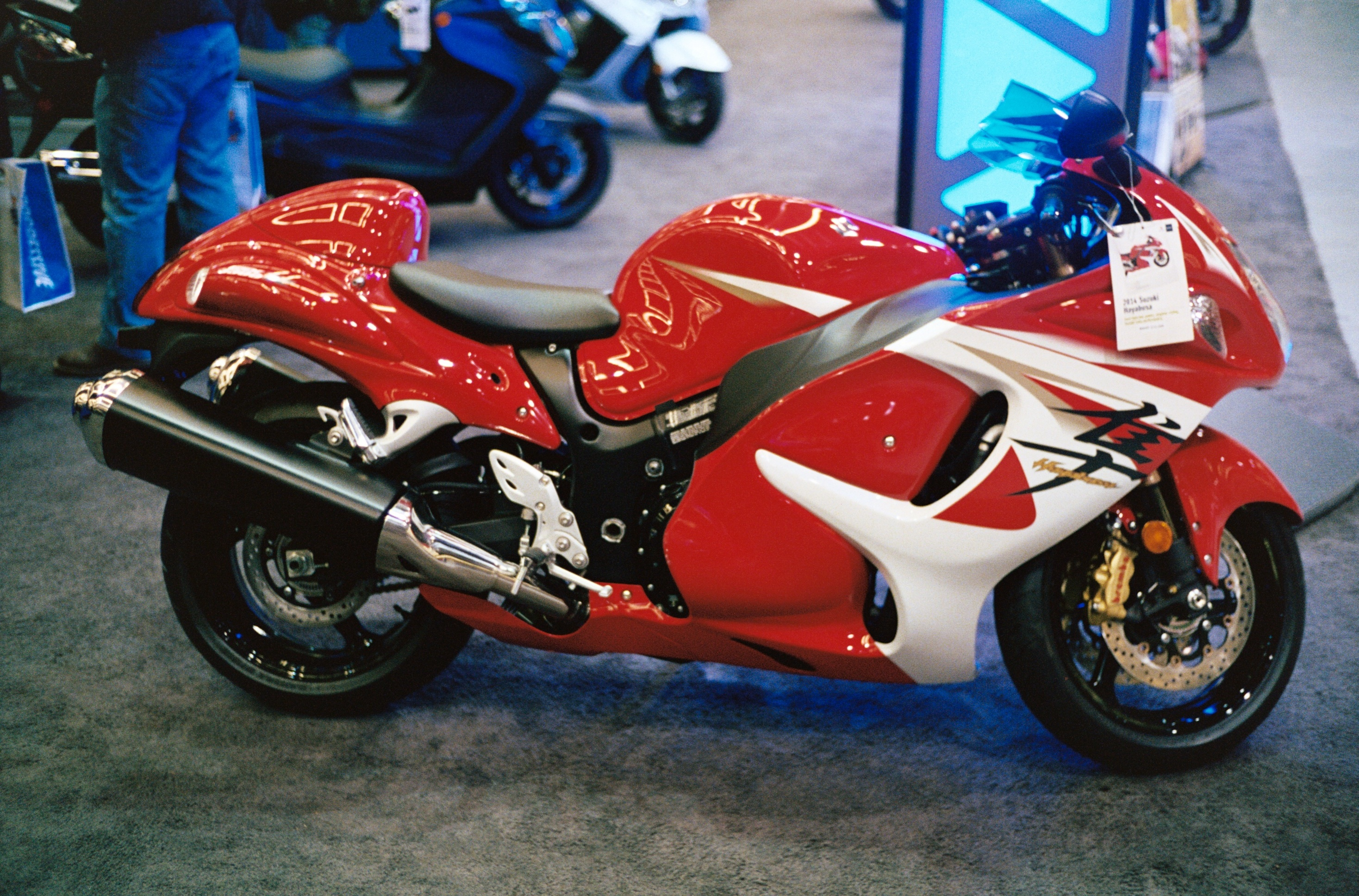 Description 2014 Suzuki Hayabusa red right.JPG
