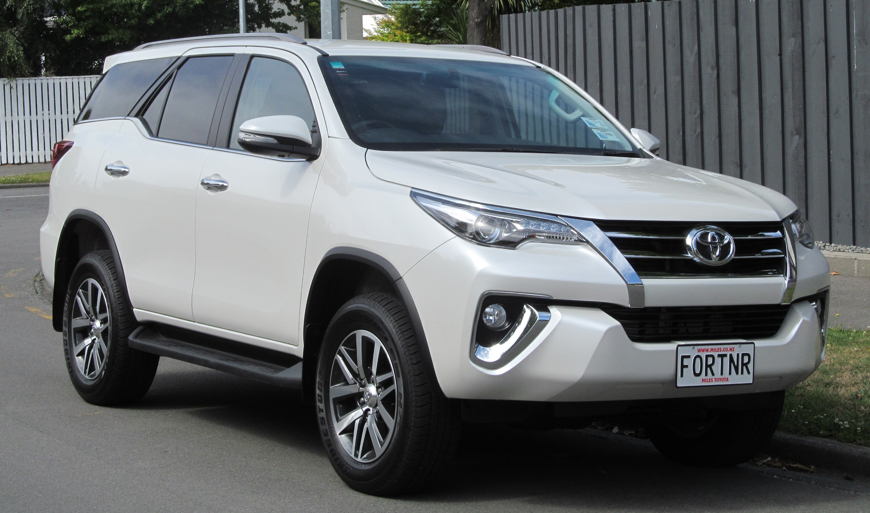 Toyota Fortuner - Wikipedia