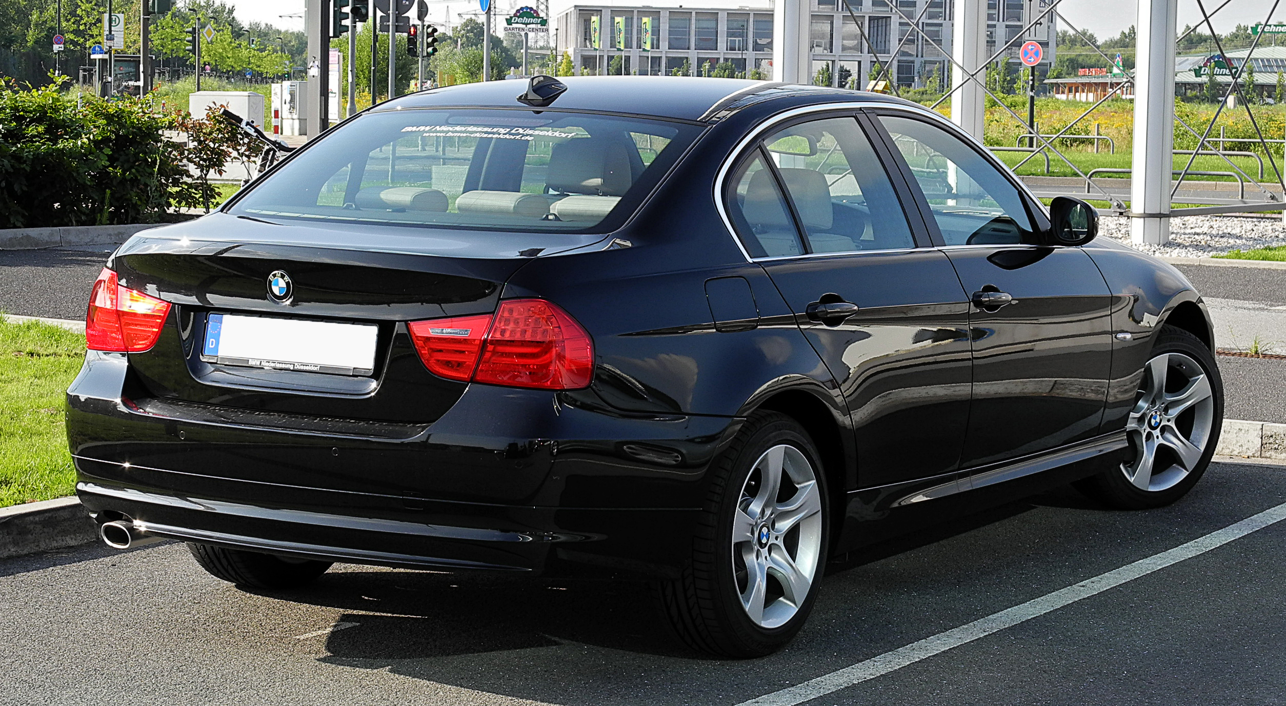 file bmw 3er e90 facelift heckansicht 26 juni 2011 d wikimedia commons. Black Bedroom Furniture Sets. Home Design Ideas