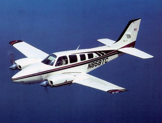 Arquivo: Beechcraft Baron 58TC.jpg