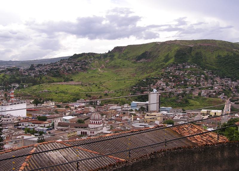 File:Berrinche Hill Tegucigalpa.jpg