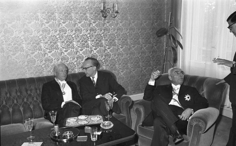 File:Bundesarchiv B 145 Bild-F008512-0028, Bonn, Botschaft Pakistan, Auszeichnung Dr. Vocke.jpg