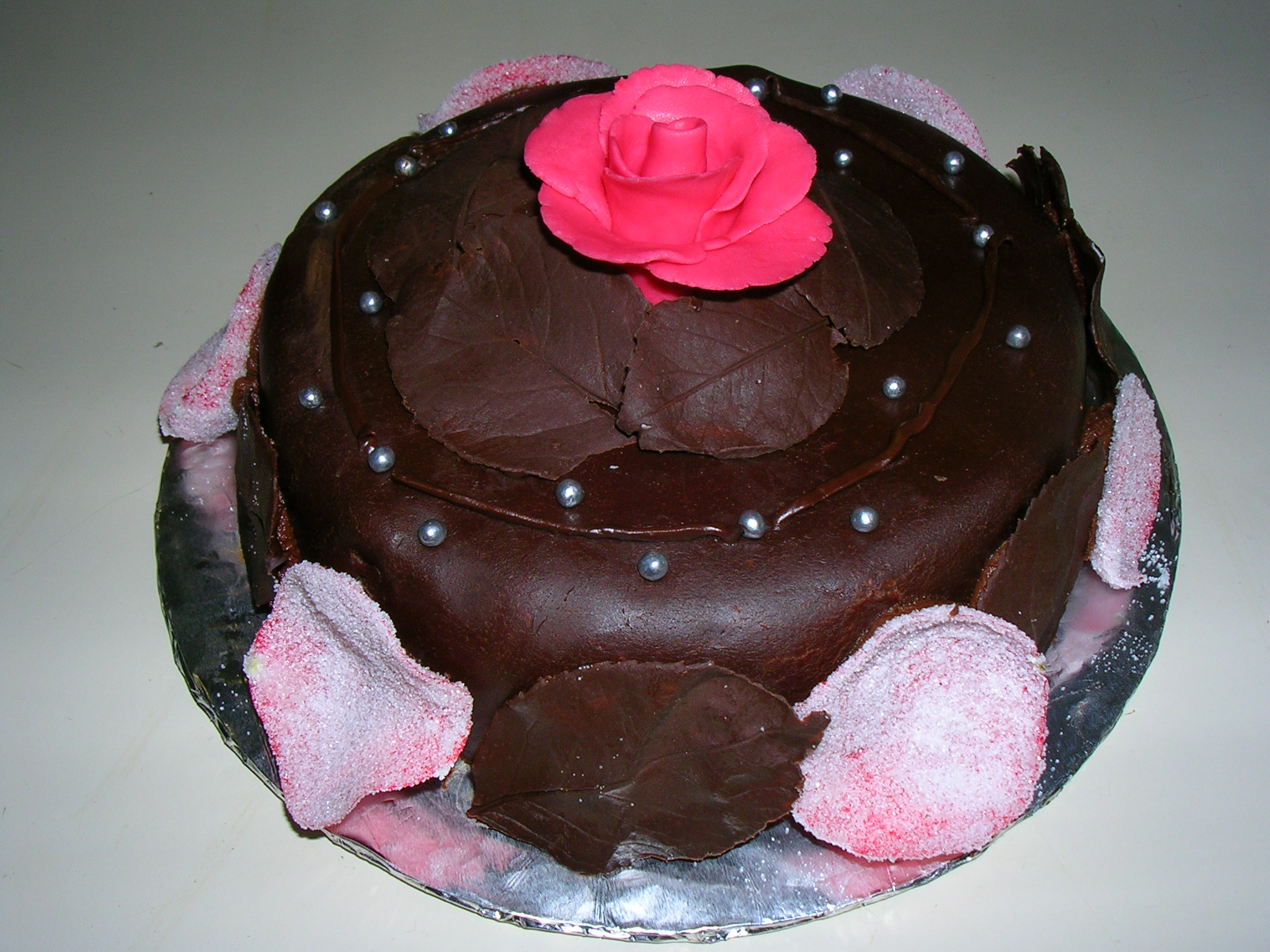 Cake Images Rose : File:Cake with rose 2.jpg - Wikimedia Commons