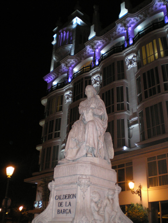 Monumento a Calderón de la Barca en la Plaza de Santa Ana (Madrid).