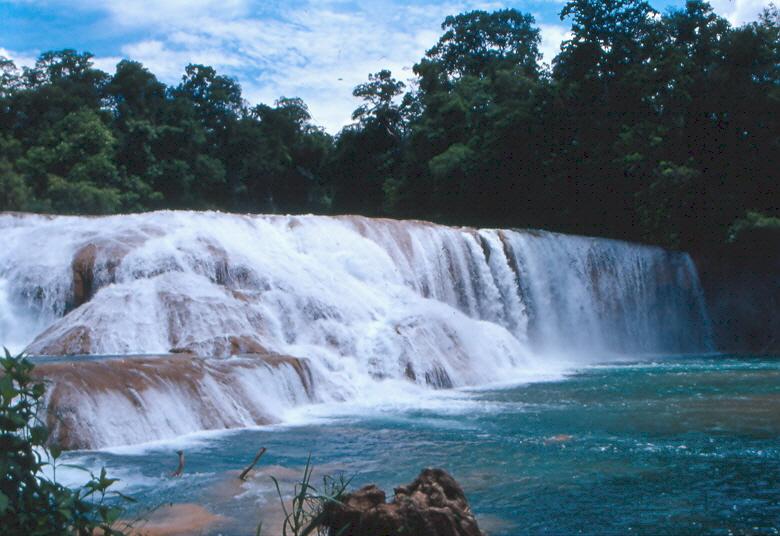File cascada de agua azul wikimedia commons for Cascadas de agua