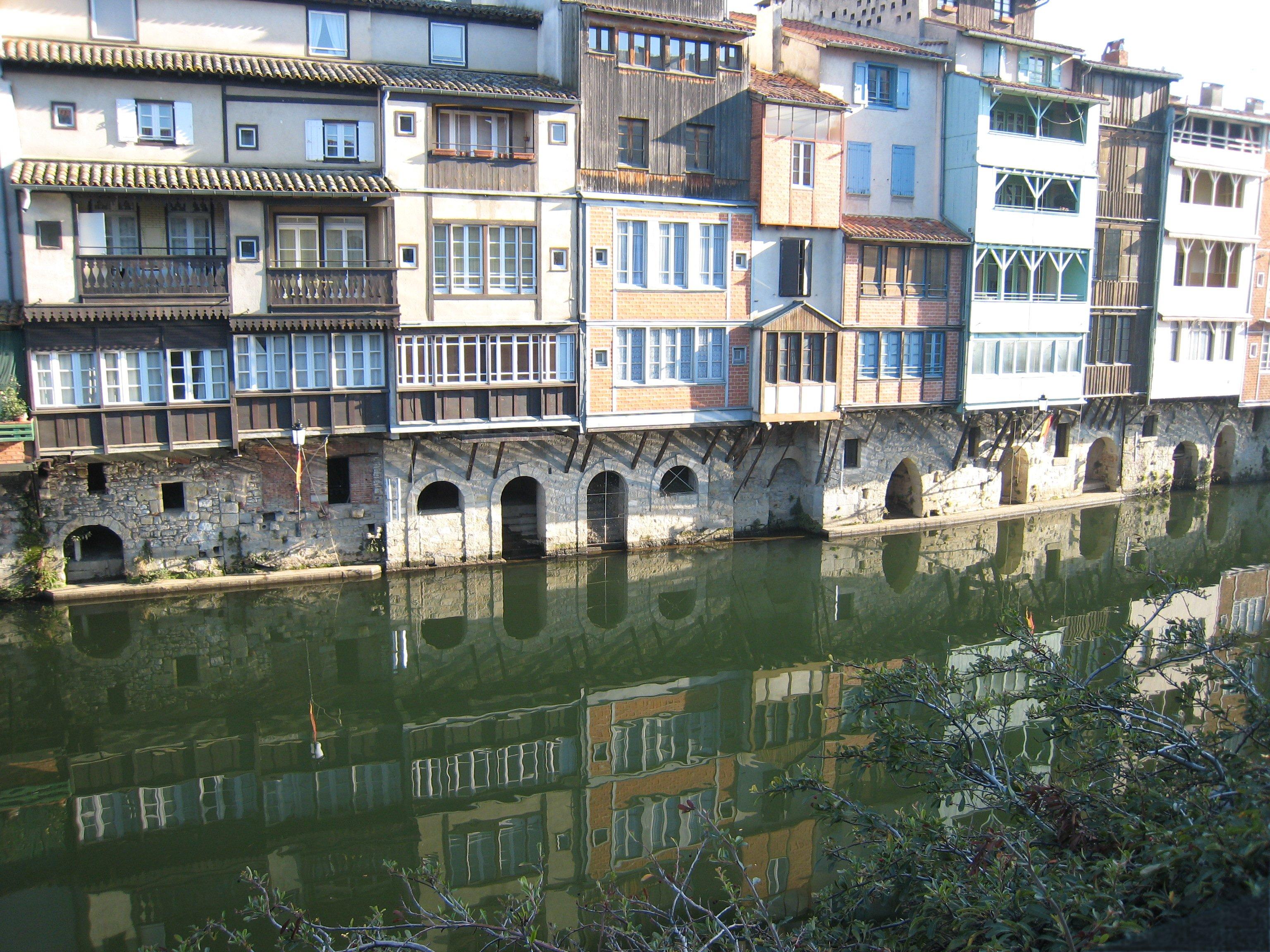 File castres 81 maisons sur l 39 ago t jpg wikimedia commons for Entreprise agrandissement maison 81