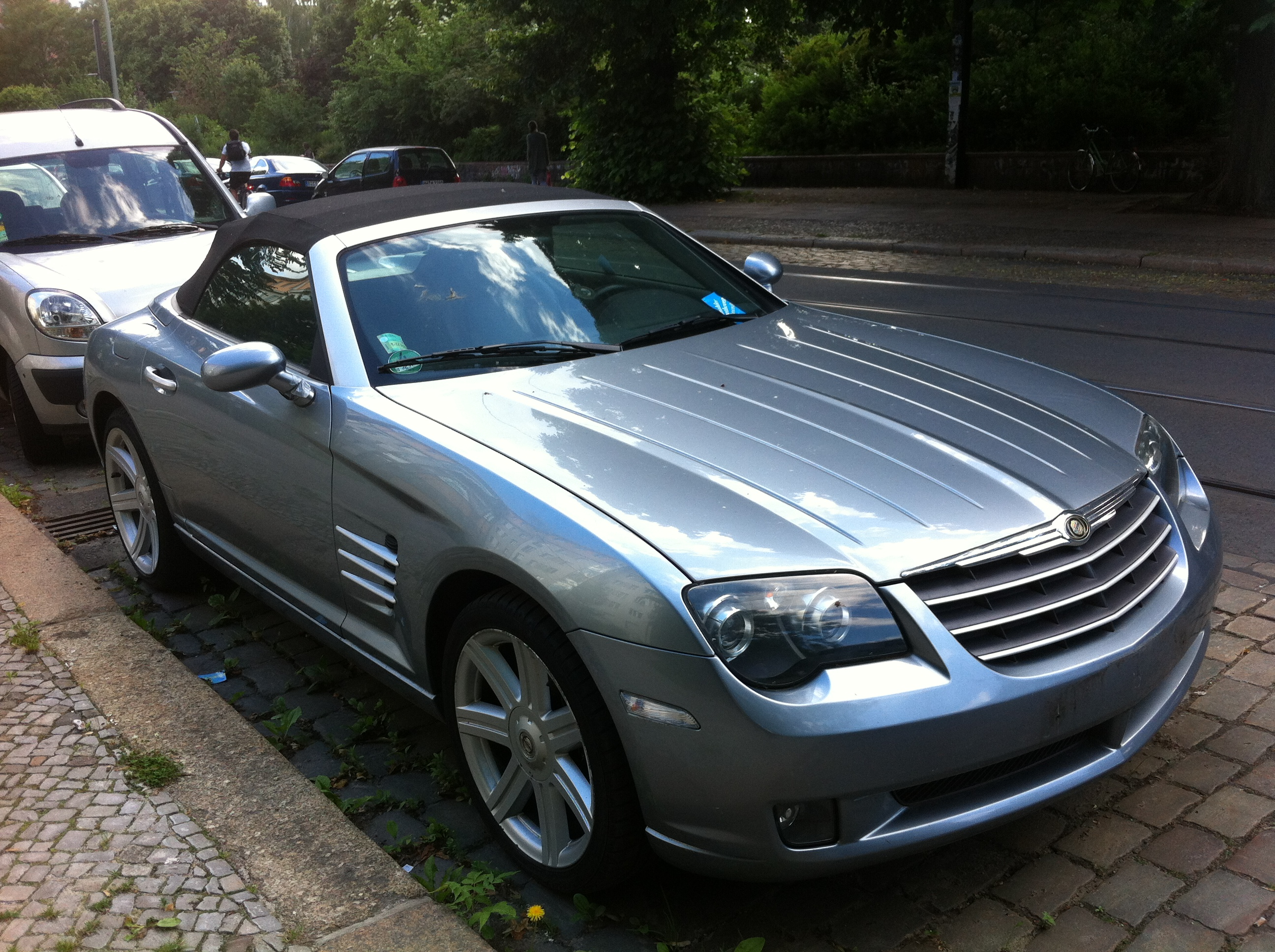 file chrysler crossfire convertible on weinbergsweg in wikimedia commons. Black Bedroom Furniture Sets. Home Design Ideas