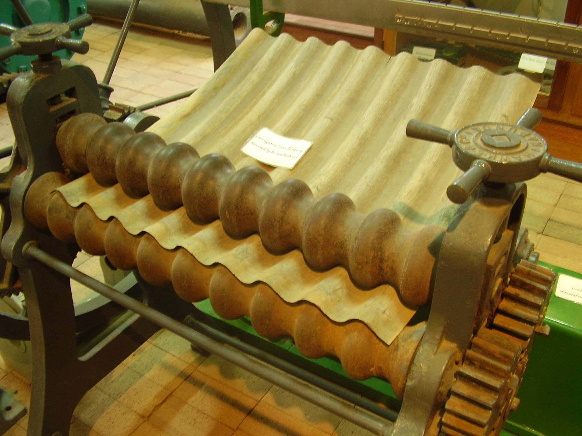 File Corrugated Iron Manual Roller Jpg Wikimedia Commons