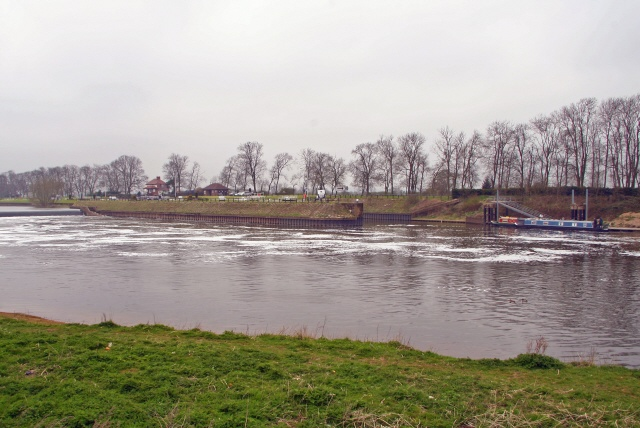 Cromwell Lock and Weir - geograph.org.uk - 152301