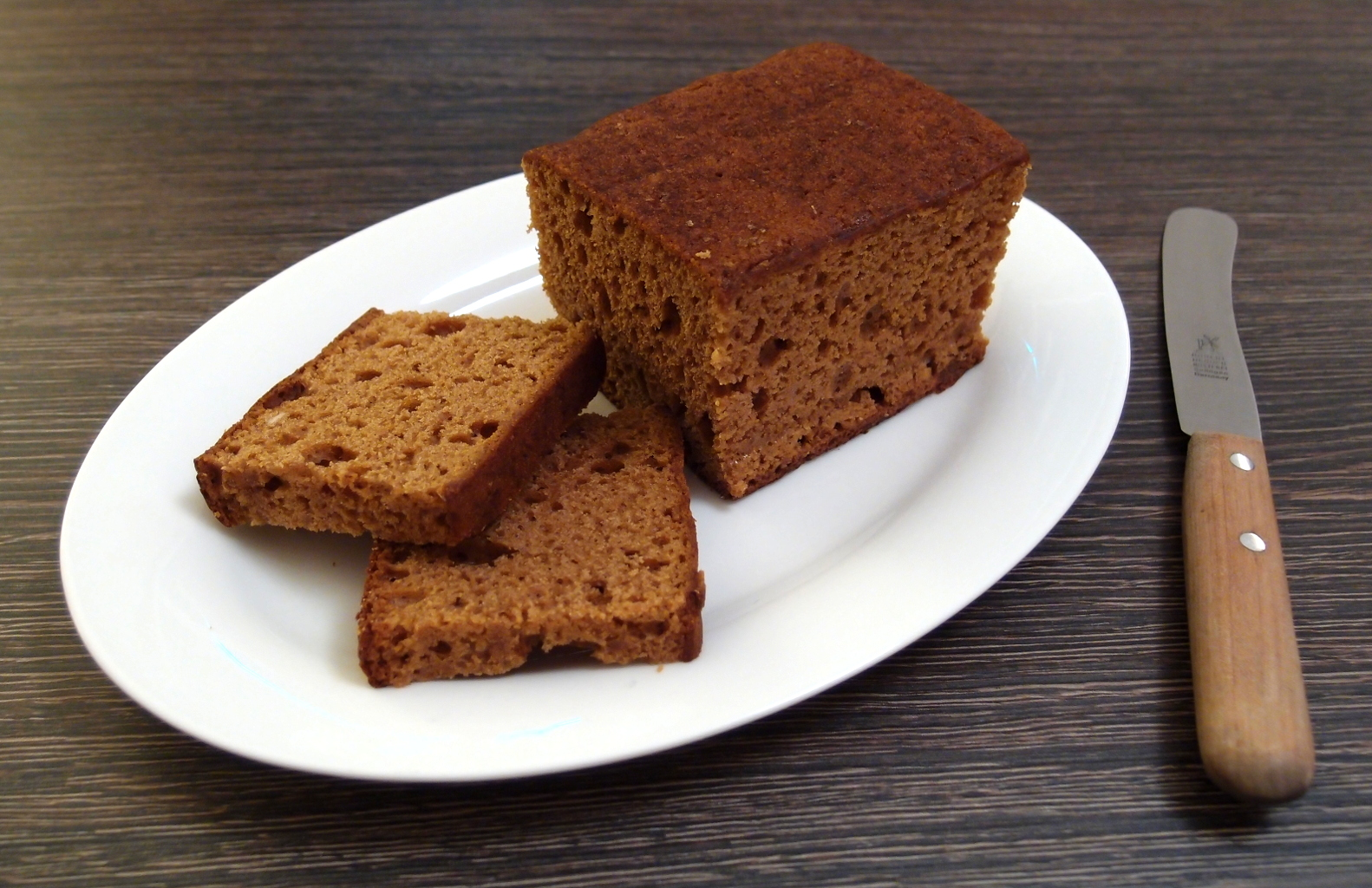 Datei:Dutch style gingerbread loaf, cut open.jpg – Wikipedia