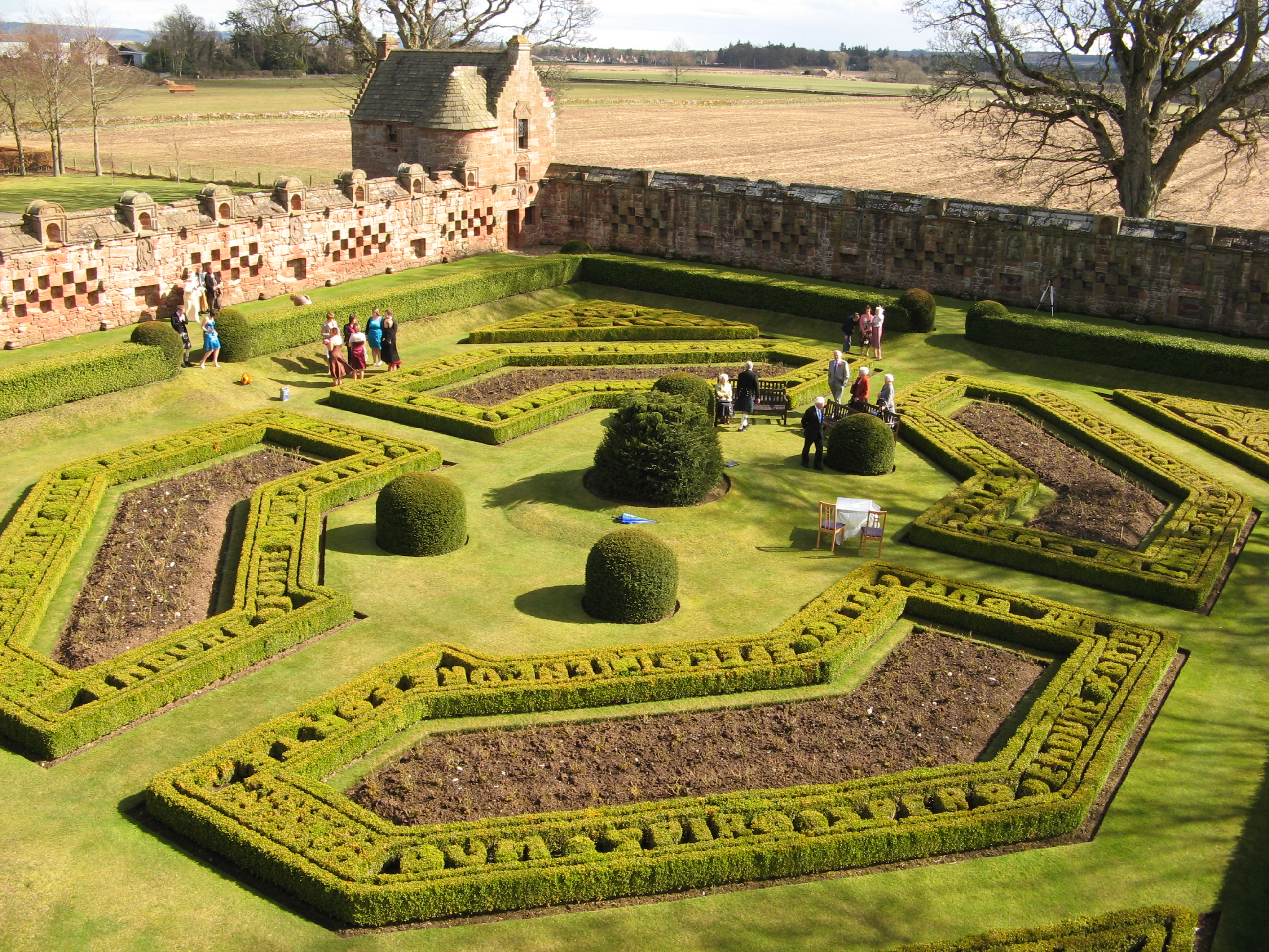 Walled garden - Wikipedia